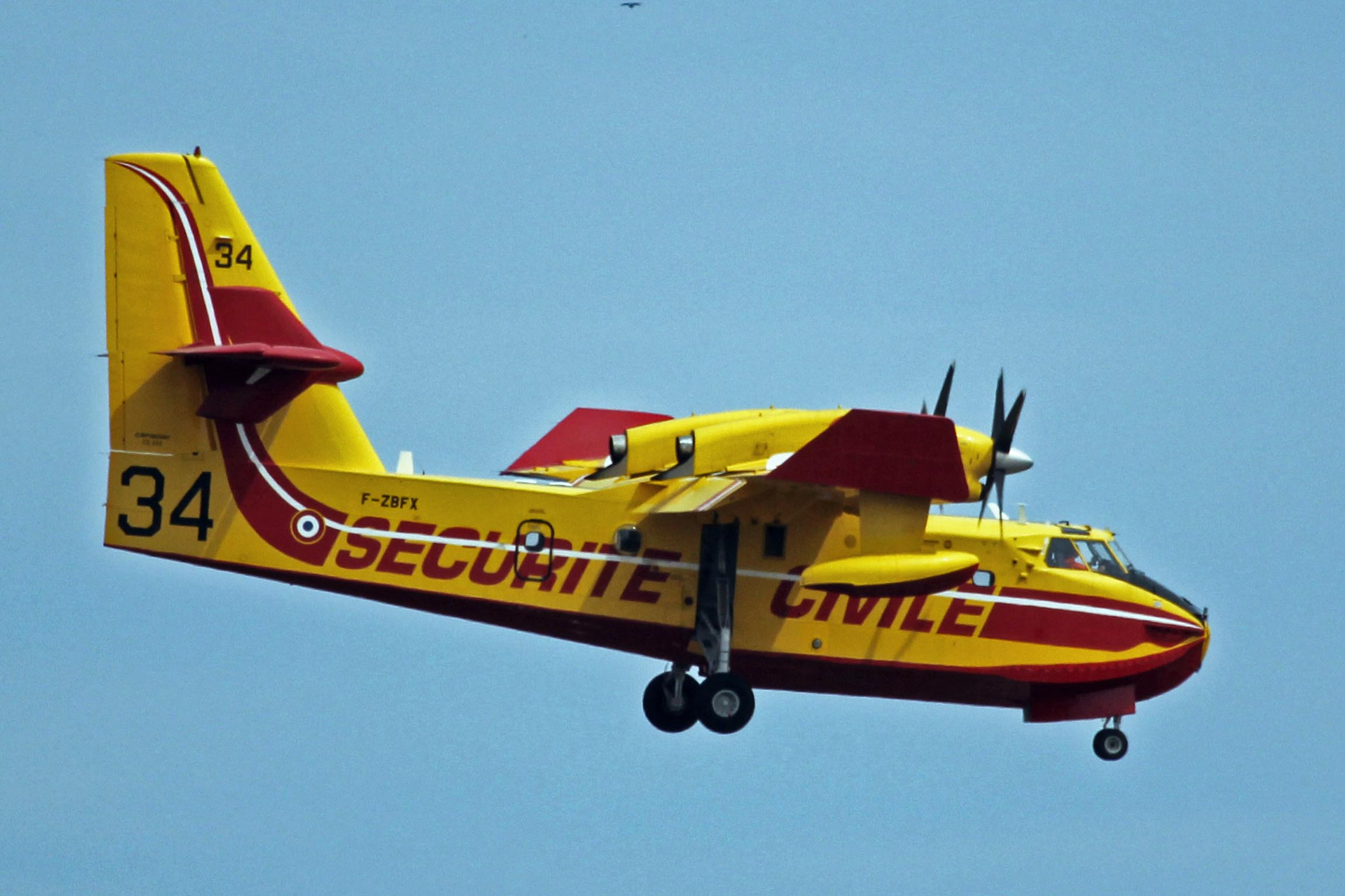 F-ZBFX 2 Canadair CL-415 French Securitie Civile PMI 05JUN13 (8961834229).jpg