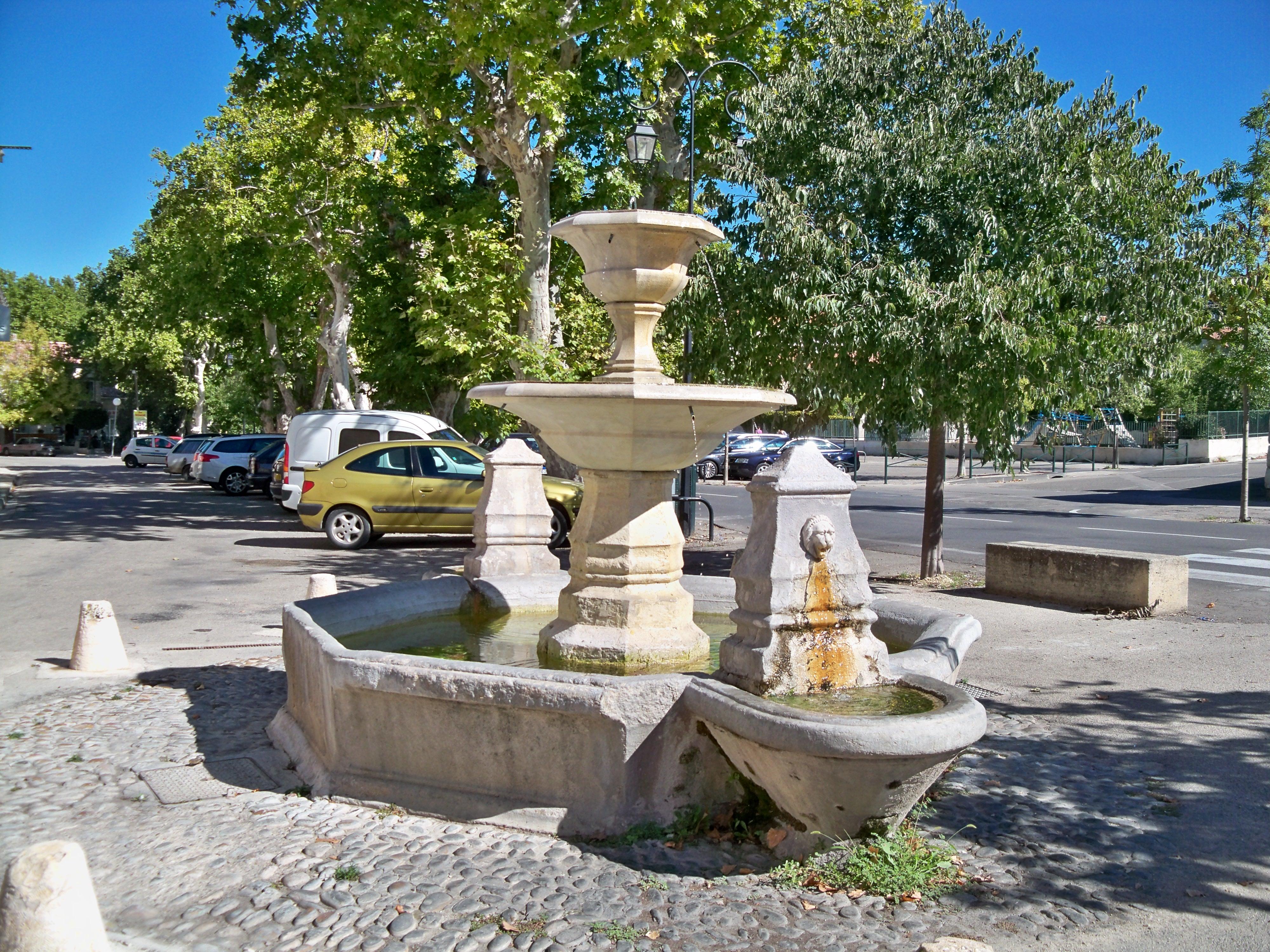 File fontaine cours de la r wikimedia commons - Pernes les fontaines office de tourisme ...