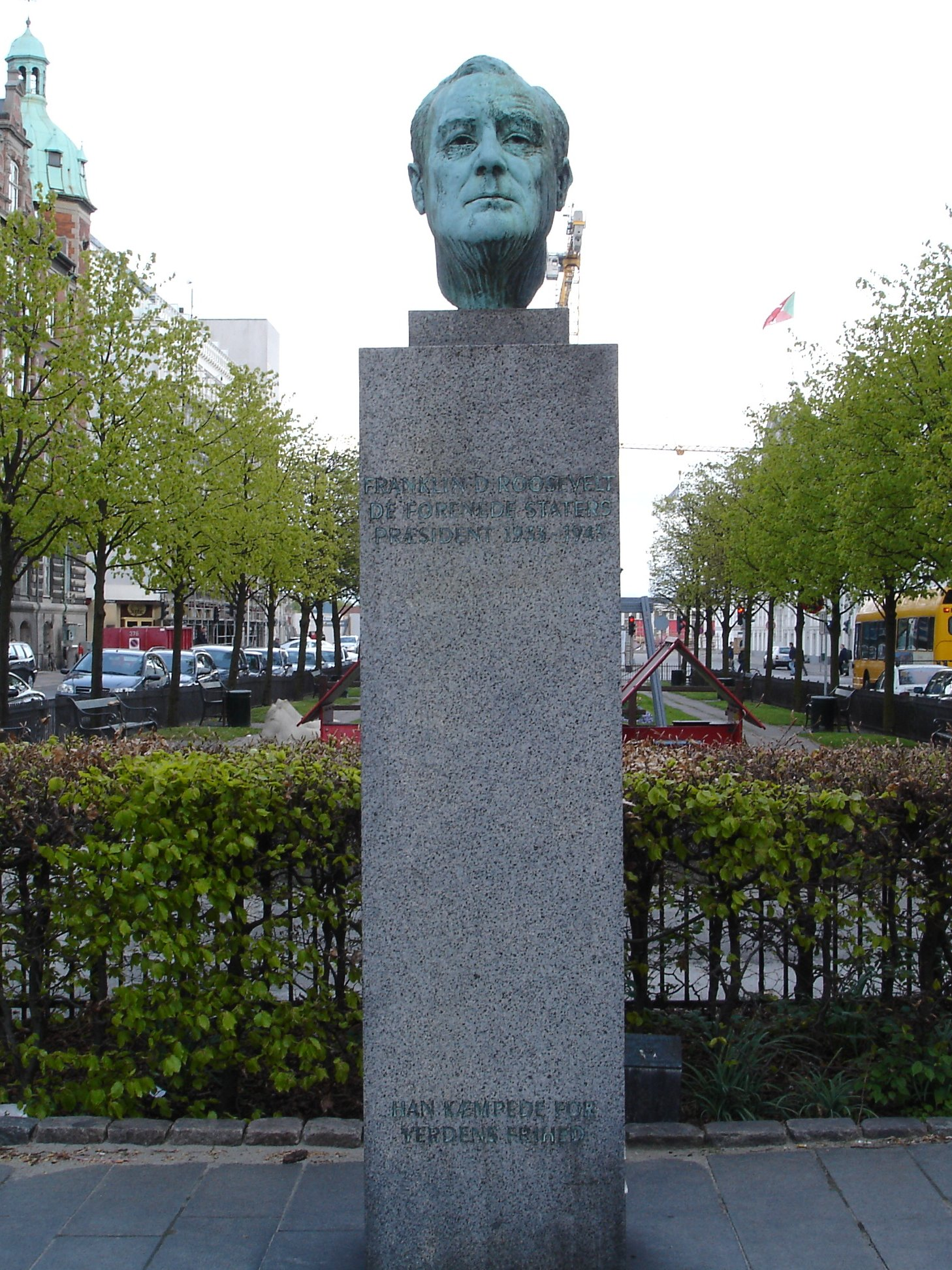 http://upload.wikimedia.org/wikipedia/commons/6/66/Franklin_D_Roosevelt_Copenhagen.jpg