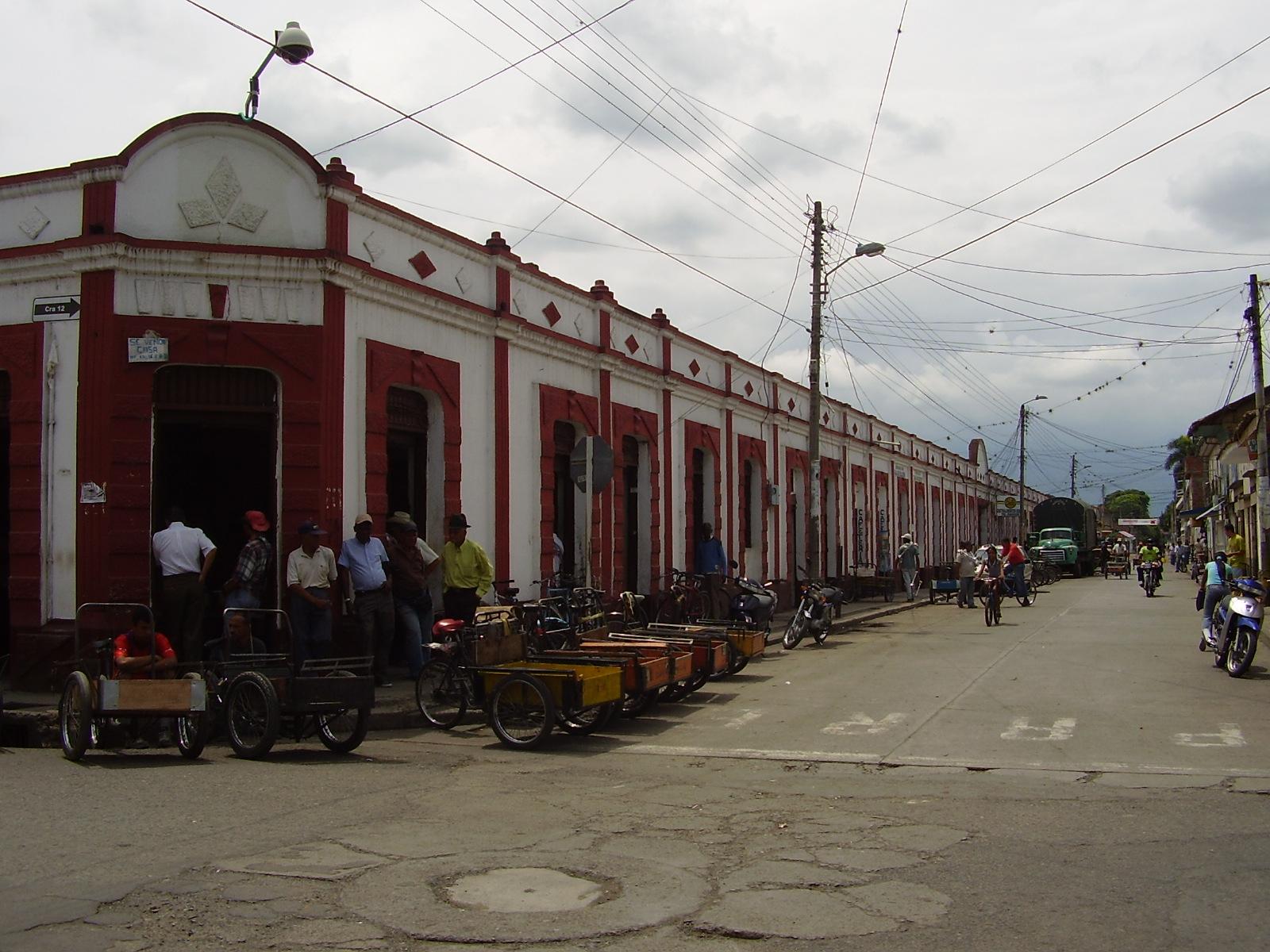 File:Galería, El Cerrito, Valle, Colombia 04.jpg