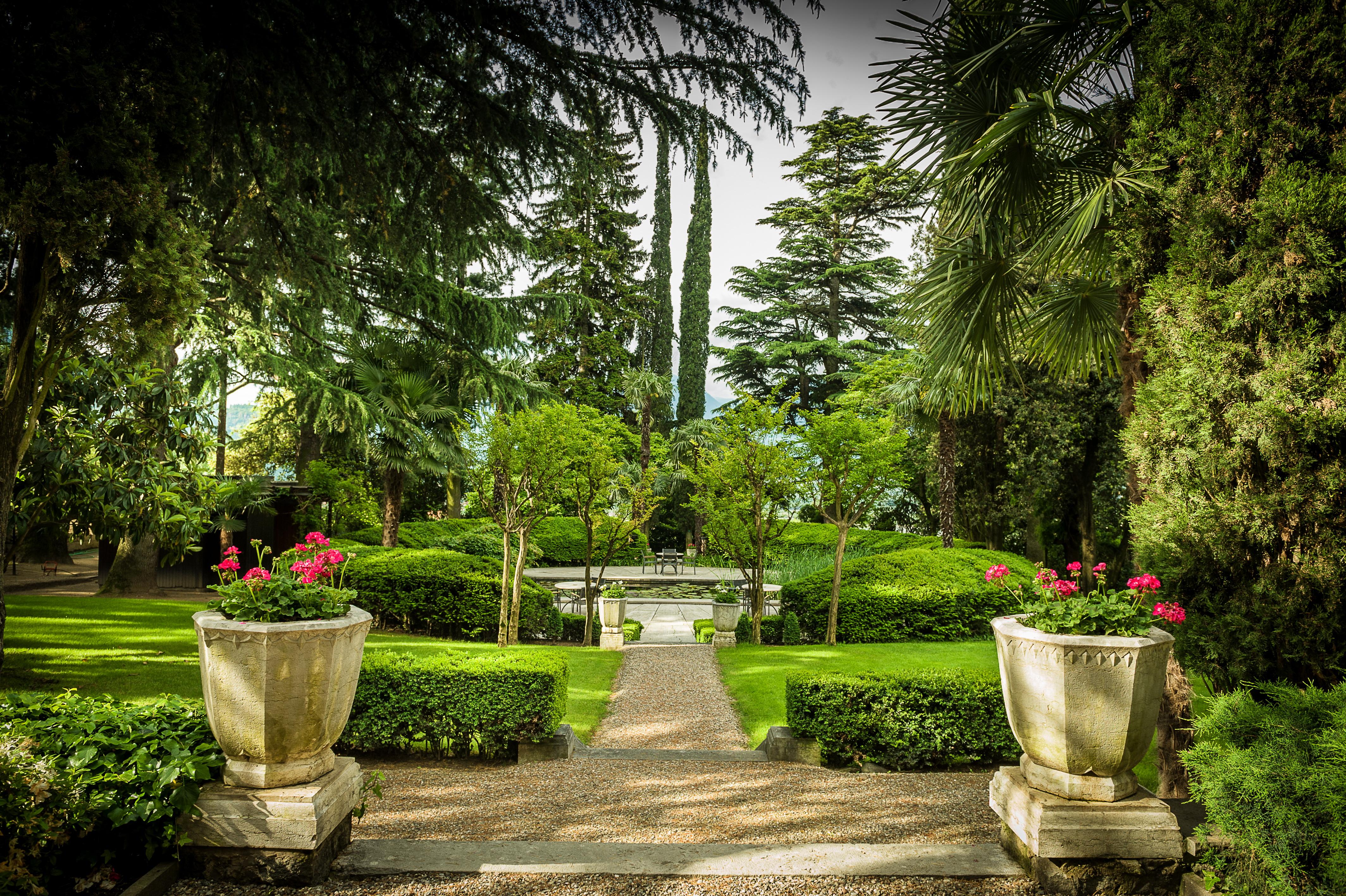 File:Garden Villa Eden.jpg - Wikimedia Commons