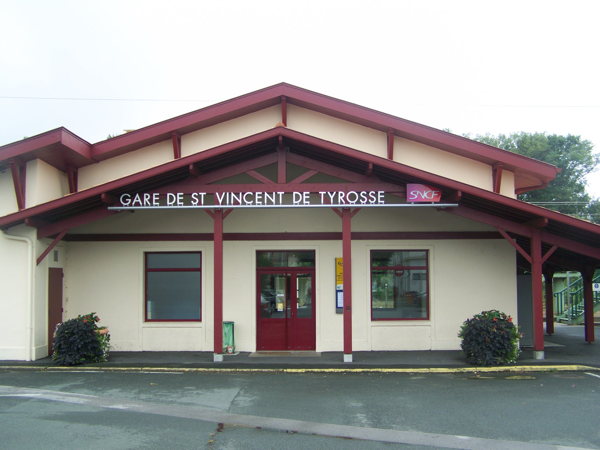 File gare de st vincent de tyrosse jpg wikimedia commons for Piscine saint vincent de tyrosse