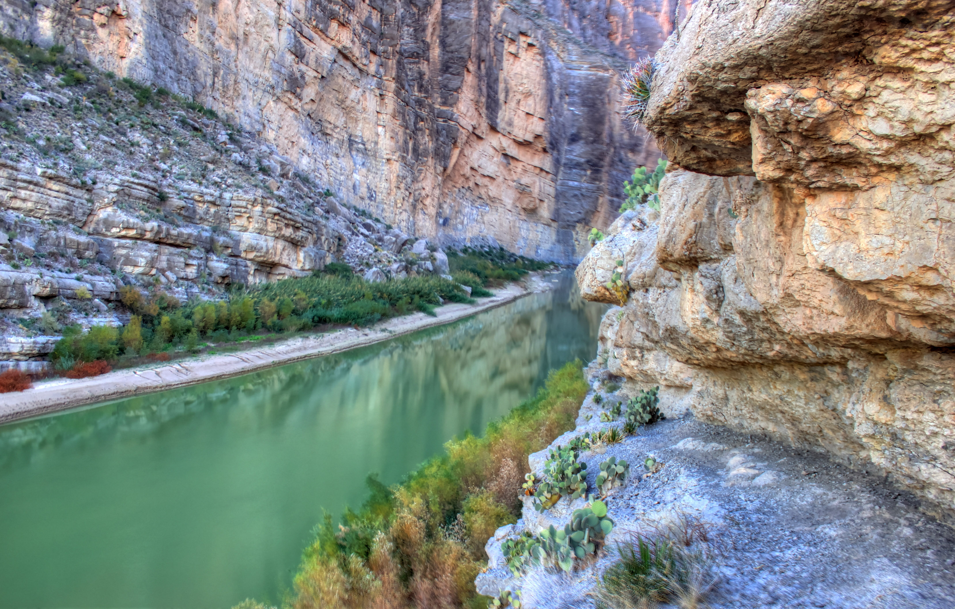 File:Gfp-texas-big-bend-national-park-further-into-the ...