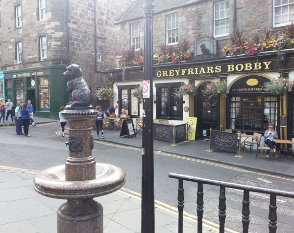 File:Greyfriars-Bobby-Fountain-Pub-Greyfriars Entrance.jpg