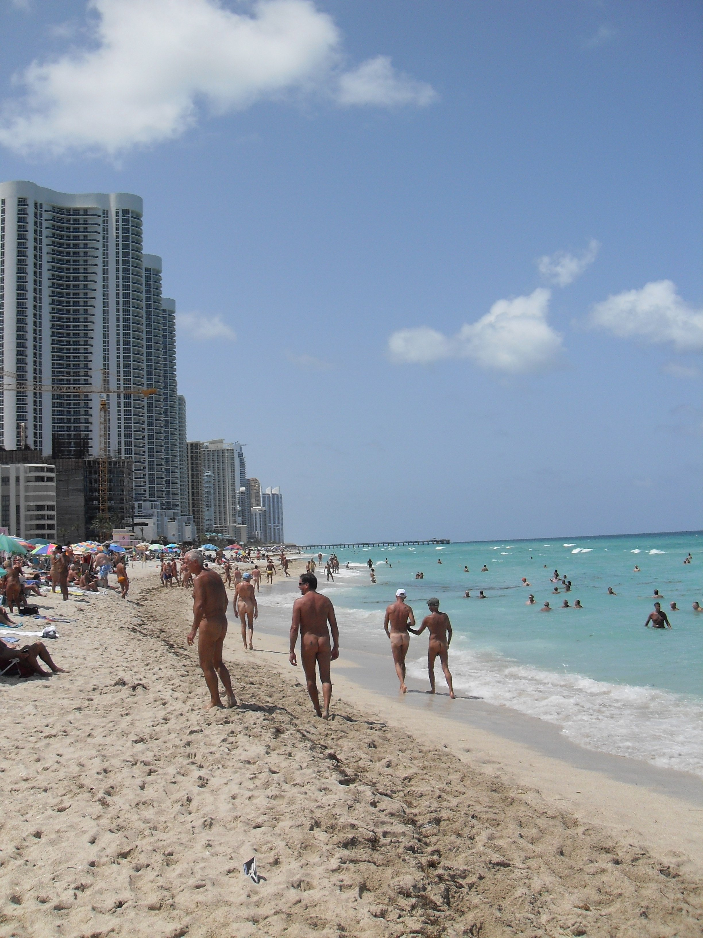 Description Haulover-Beach-high-rise-buildings.JPG
