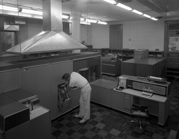 File:IBM machine, City Hall (2898506631) jpg - Wikimedia Commons