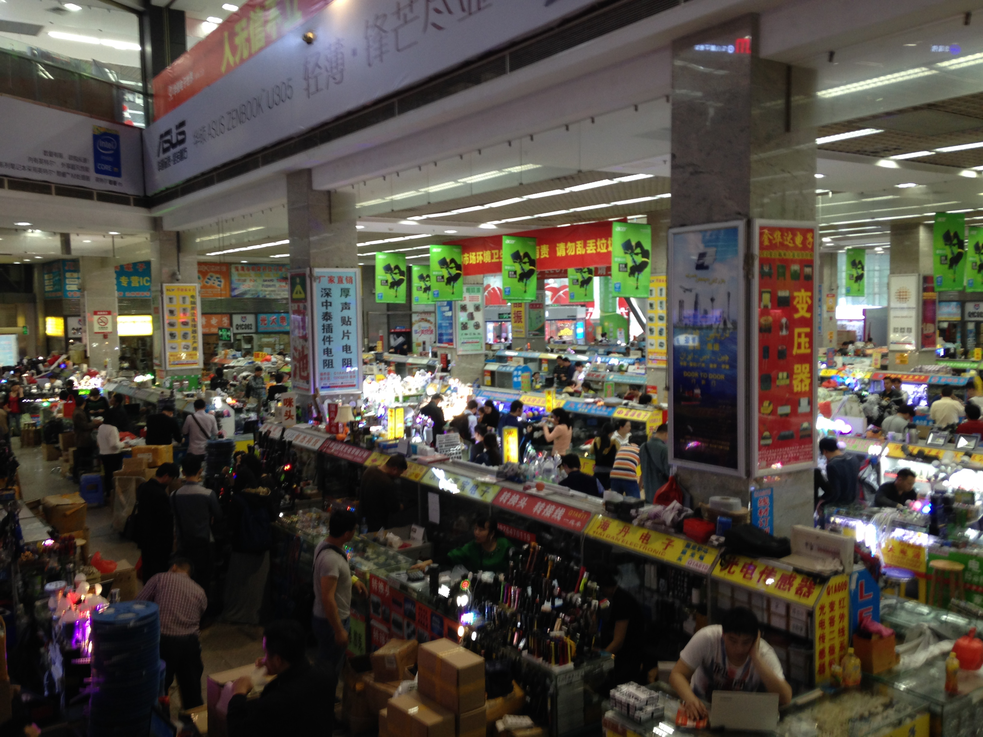 A typical electronics market in Shenzhen. b4223c27804