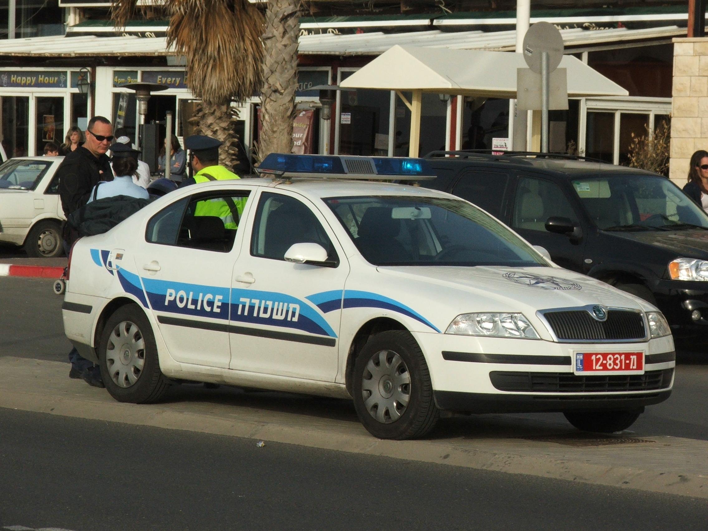 Skoda au service de la police - Page 2 Israeli_police_Skoda_6921