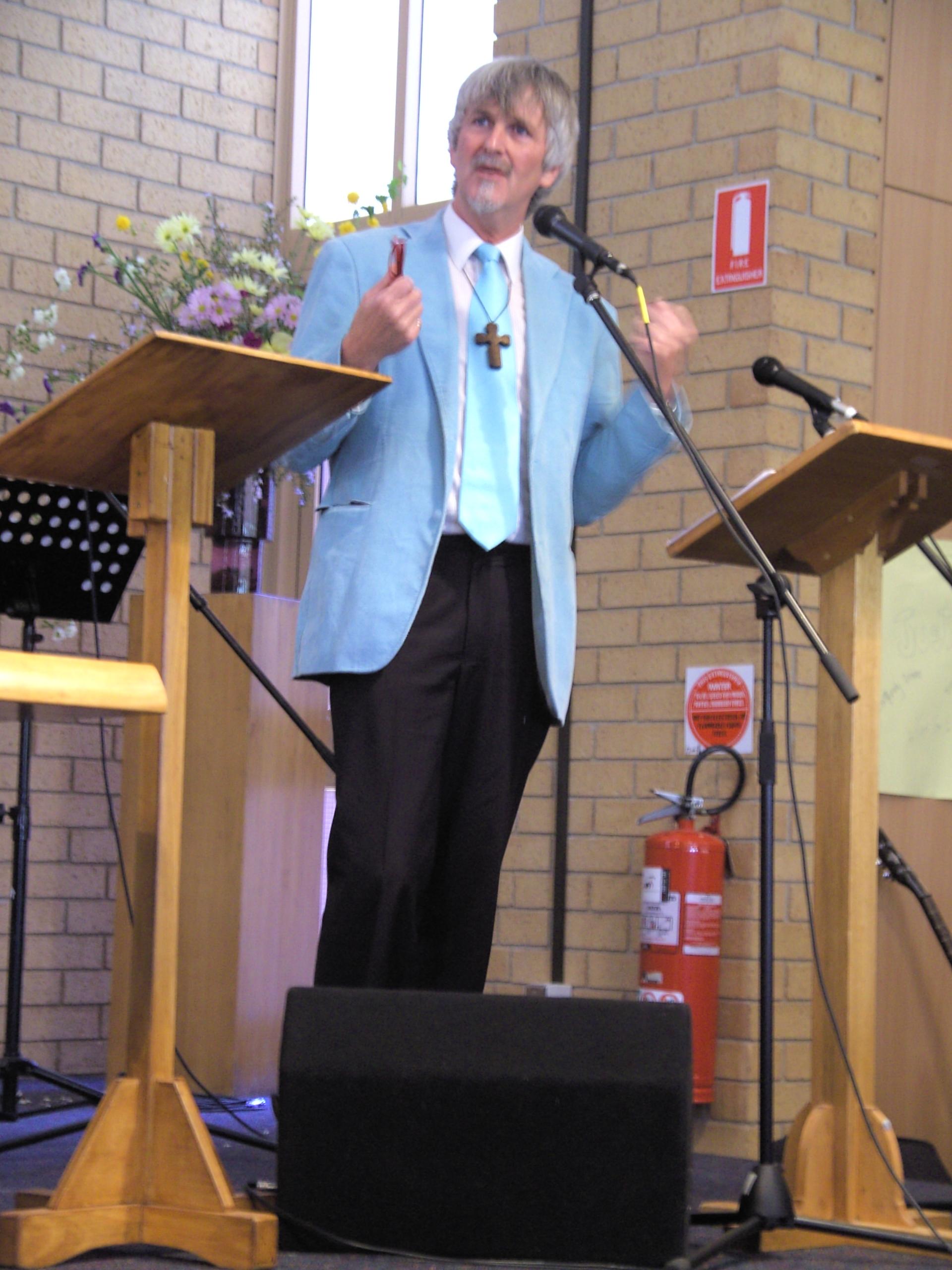 John L. Bell in 2009, Kippax Uniting Church, Canberra, Australië