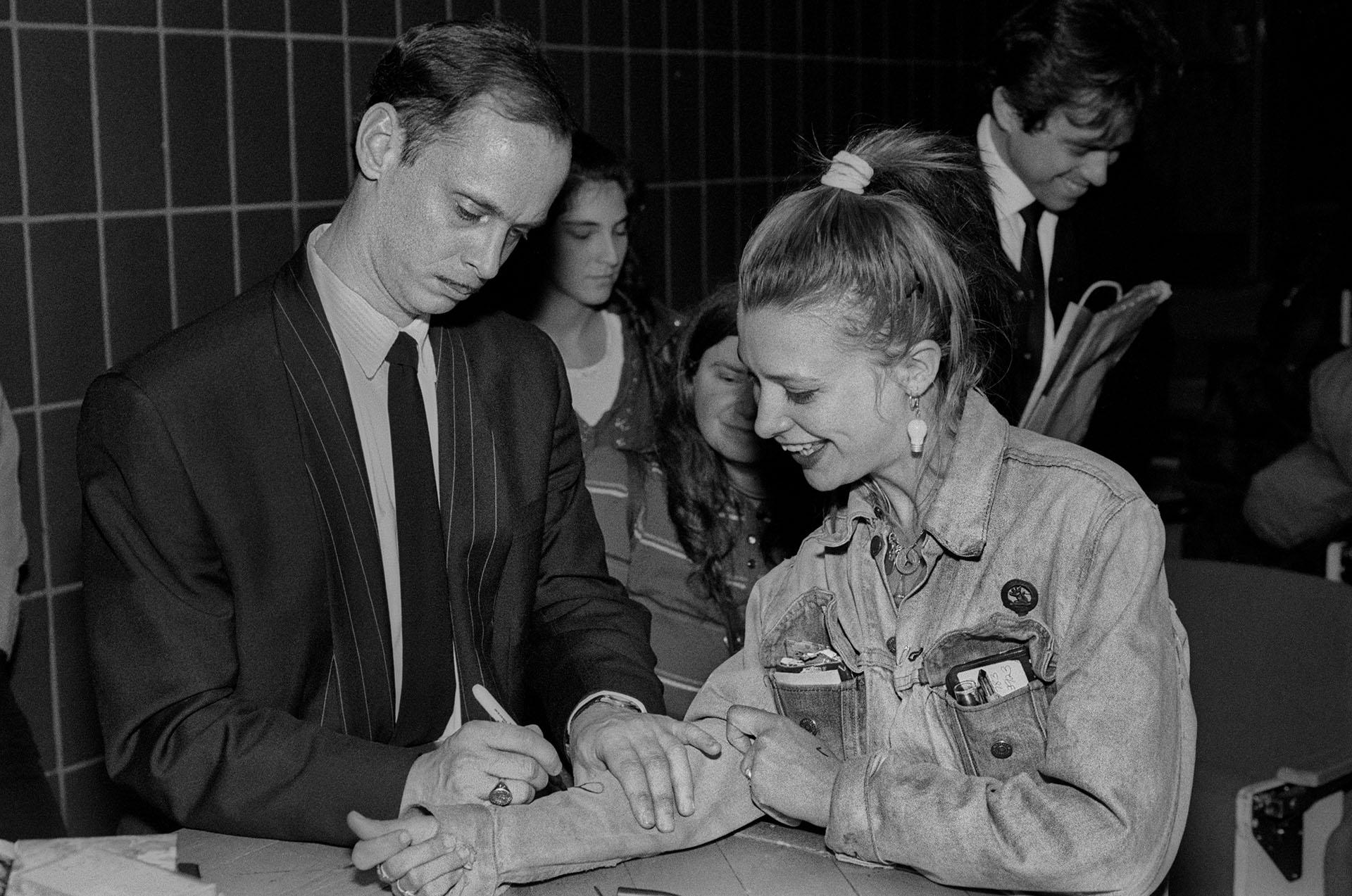File:John Waters fan signature jpg - Wikimedia Commons