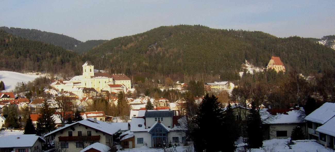 Kirchberg am Wechsel Panorama.jpg
