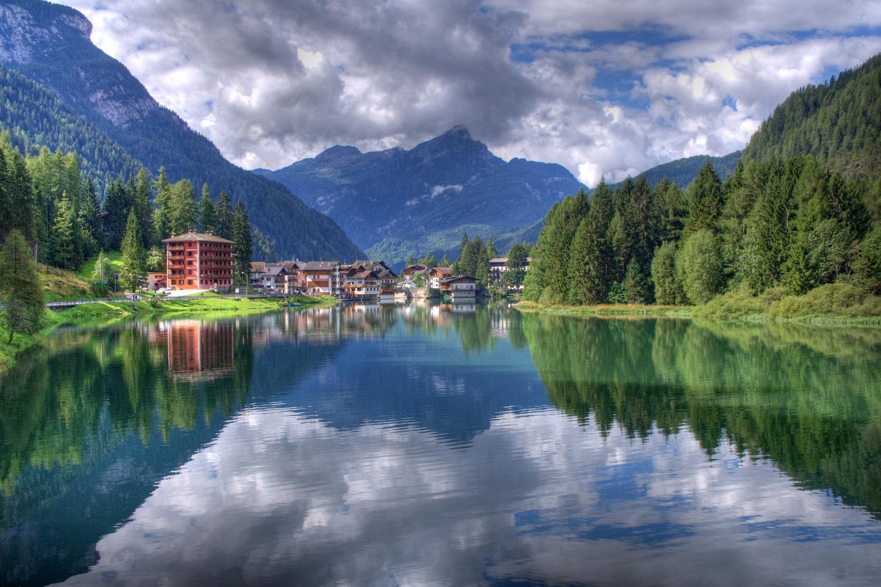 Belluno Italy  city images : Description Lago di Alleghe, Belluno, Italy