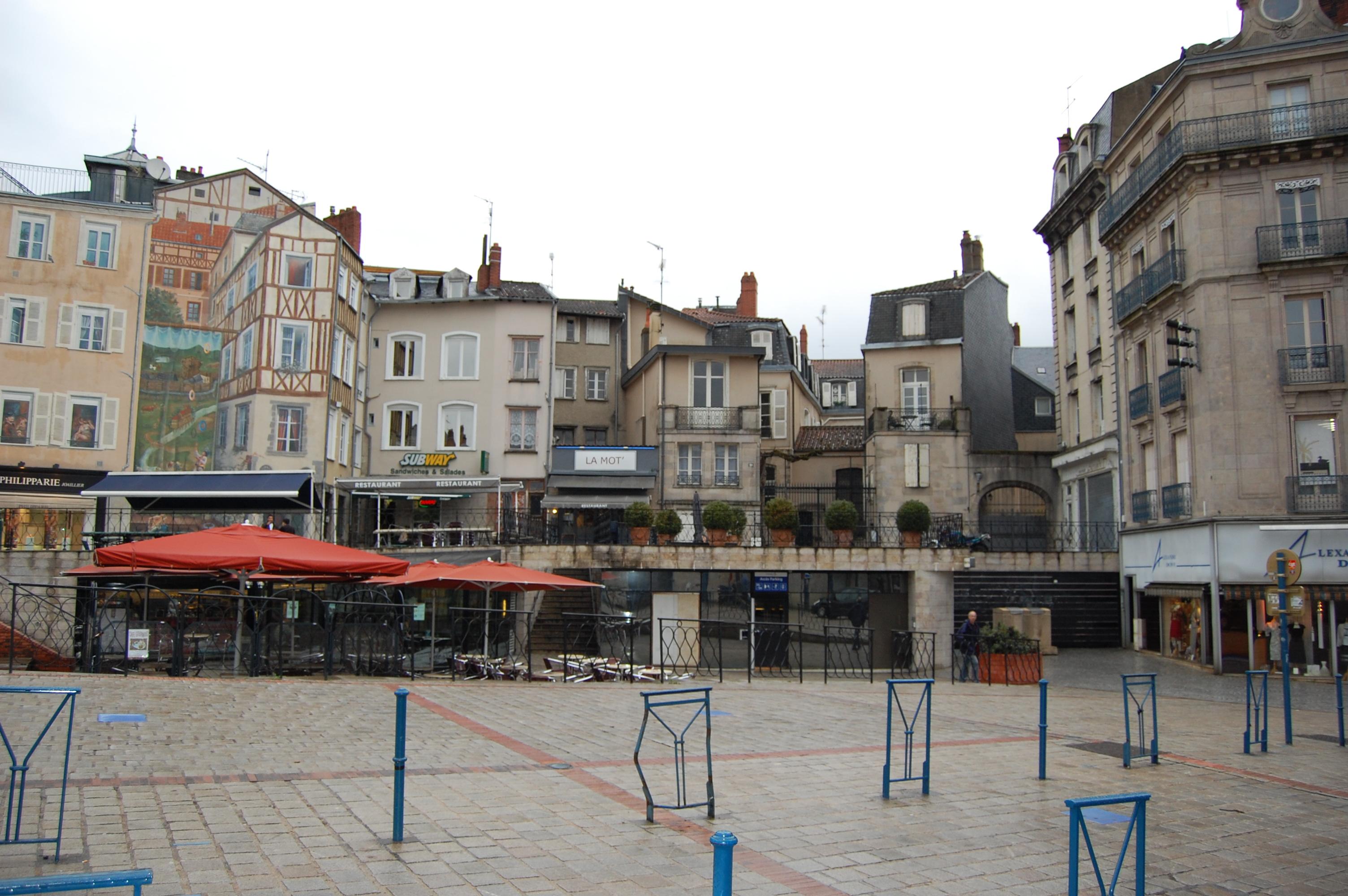 File limoges une place du centre ville jpg wikimedia for Piscine limoges