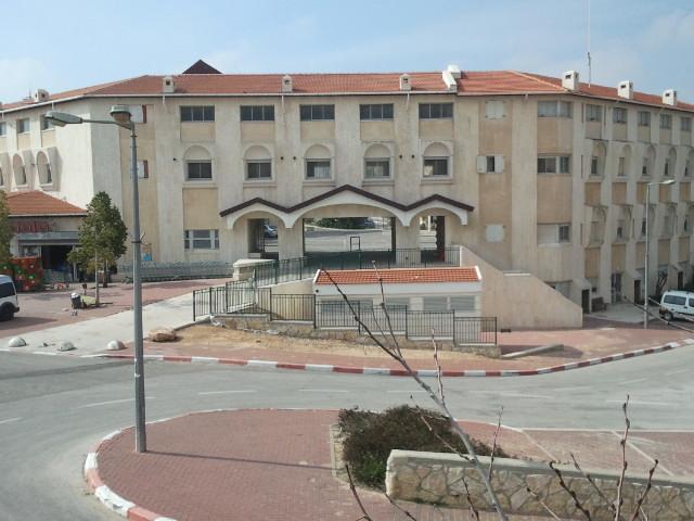 Local Council of Kiryat Arba Hebron building-backside