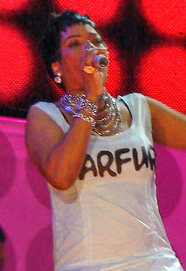 Gray performing at the Live Earth Brazil concert at Copacabana Beach, Rio de Janeiro on July 7, 2007 Macy Gray at Live Earth Brazil 2007.jpg