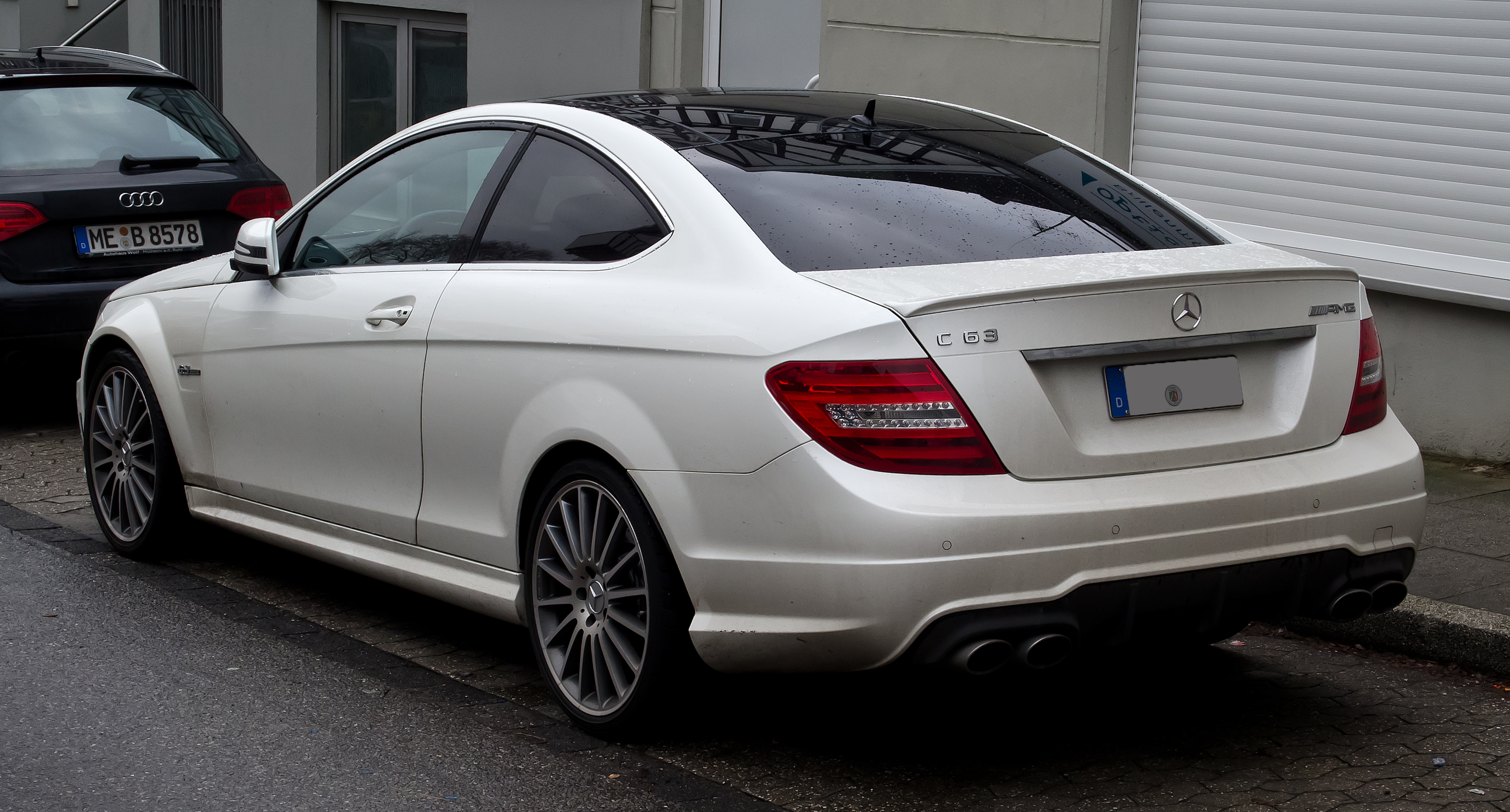 file mercedes benz c 63 amg coup c 204 heckansicht 26 februar 2012 w. Black Bedroom Furniture Sets. Home Design Ideas