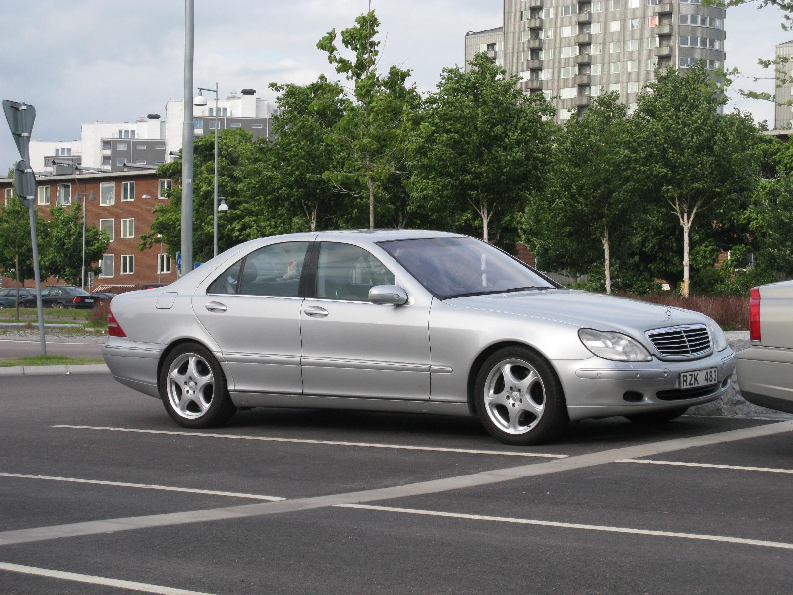 File:Mercedes-Benz S500 W220 (9077989259) jpg - Wikimedia