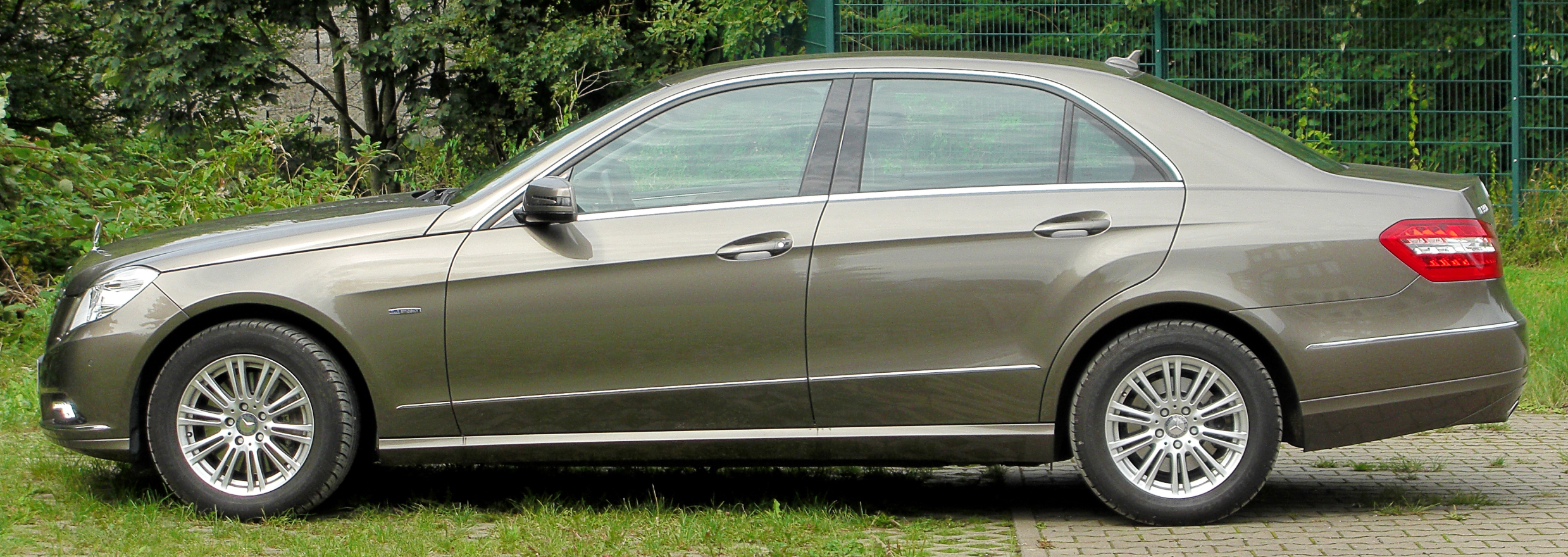 file mercedes e 350 cdi blueefficiency elegance w212 side wikimedia commons. Black Bedroom Furniture Sets. Home Design Ideas