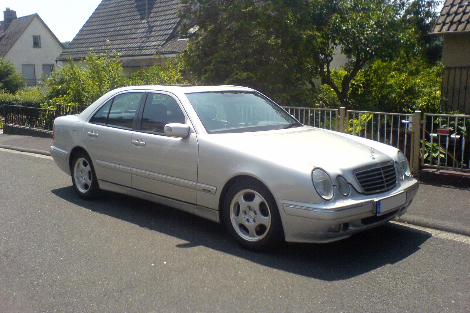 Mercedes W 210 >> File:Mercedes W210 Avantgarde silber vr.jpg - Wikimedia Commons