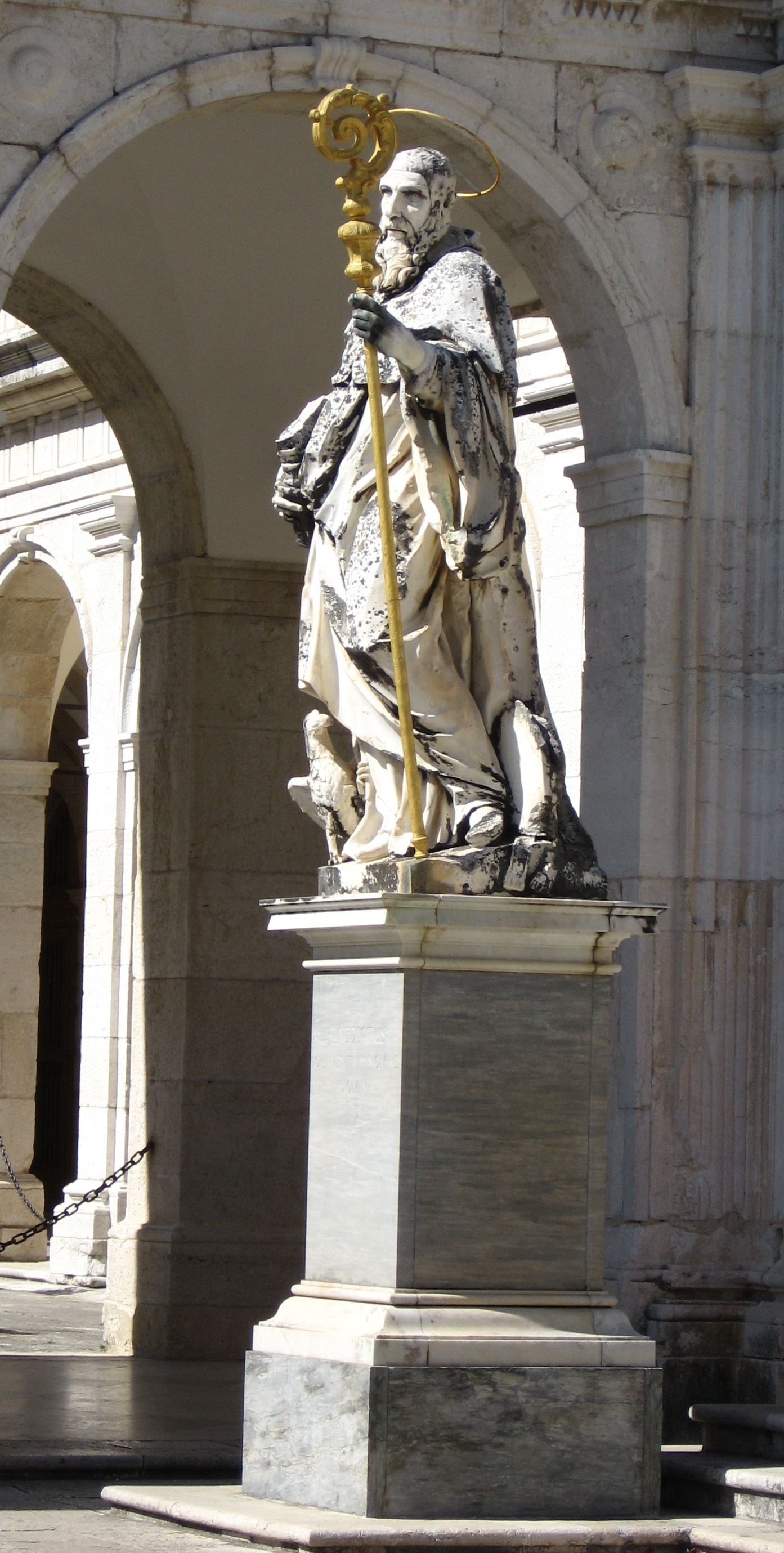 File:Monte Cassino Abbey - statue of Benedict of Nurcia.JPG ...
