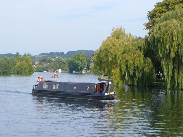 Narrow boat on the Thames - geograph.org.uk - 1605514