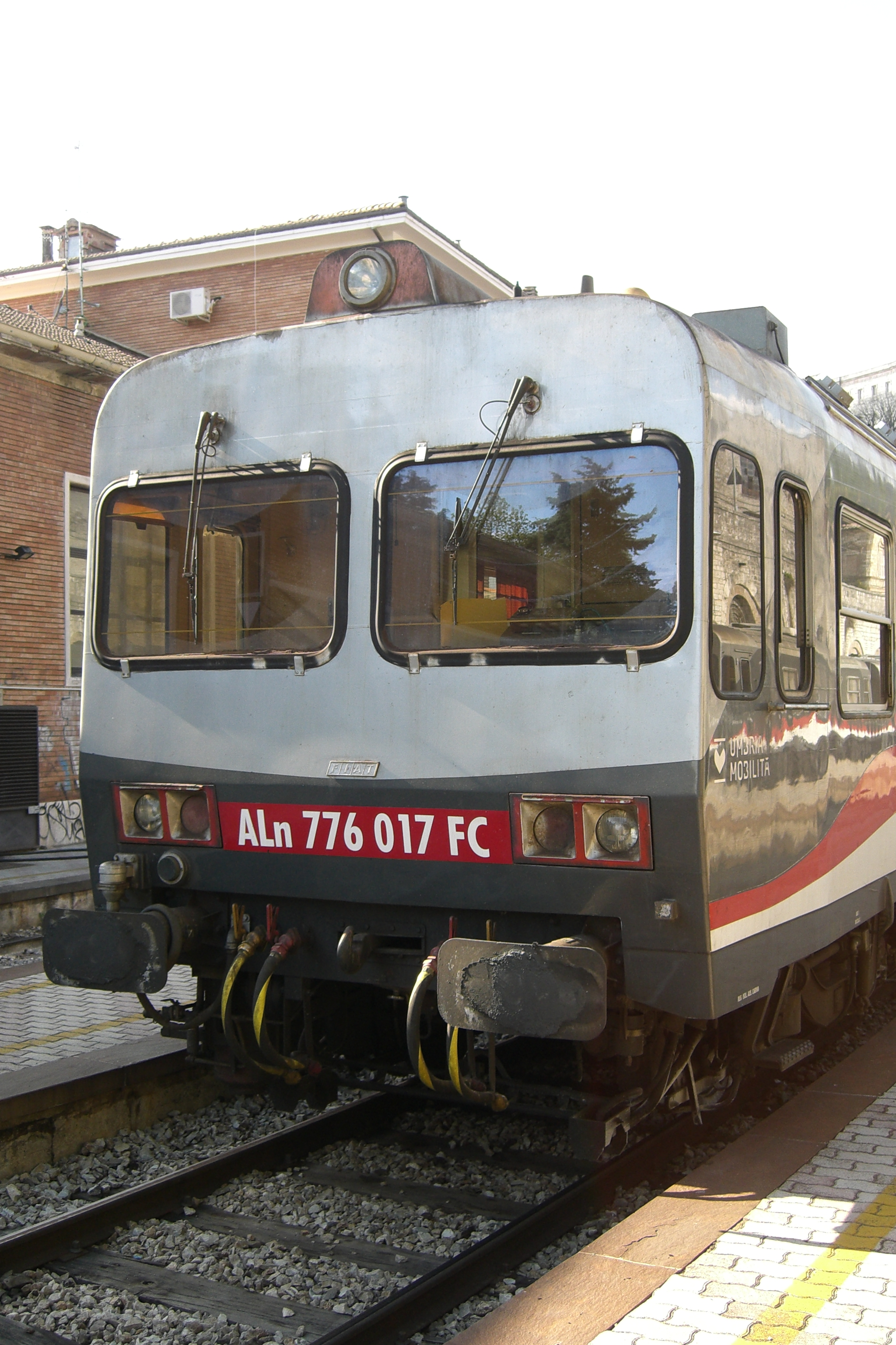 File perugia 2012 sant 39 anna railway station umbria for Umbria mobilita
