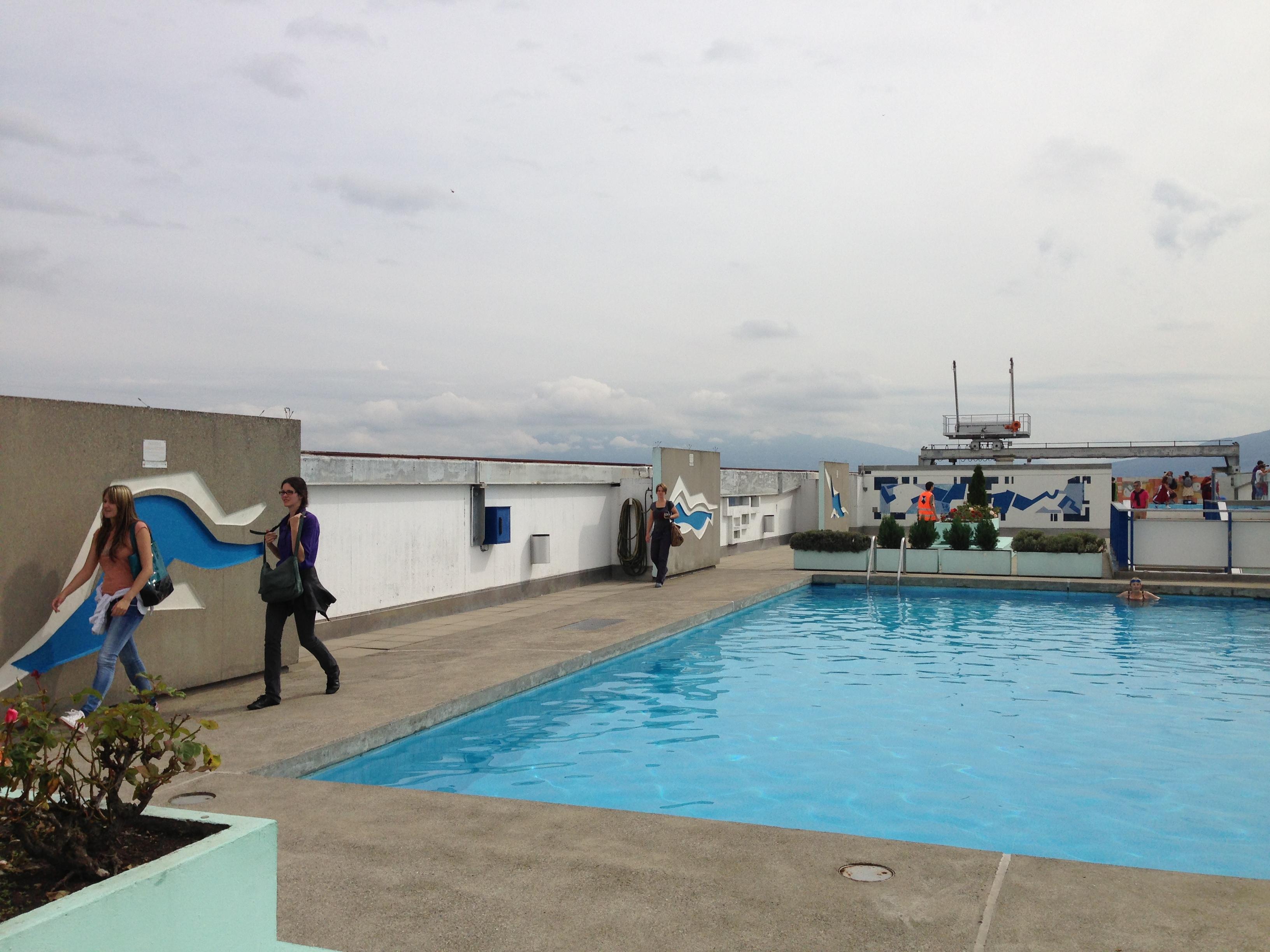File piscine de la grande tour cit du lignon 7 for Tours piscine du lac