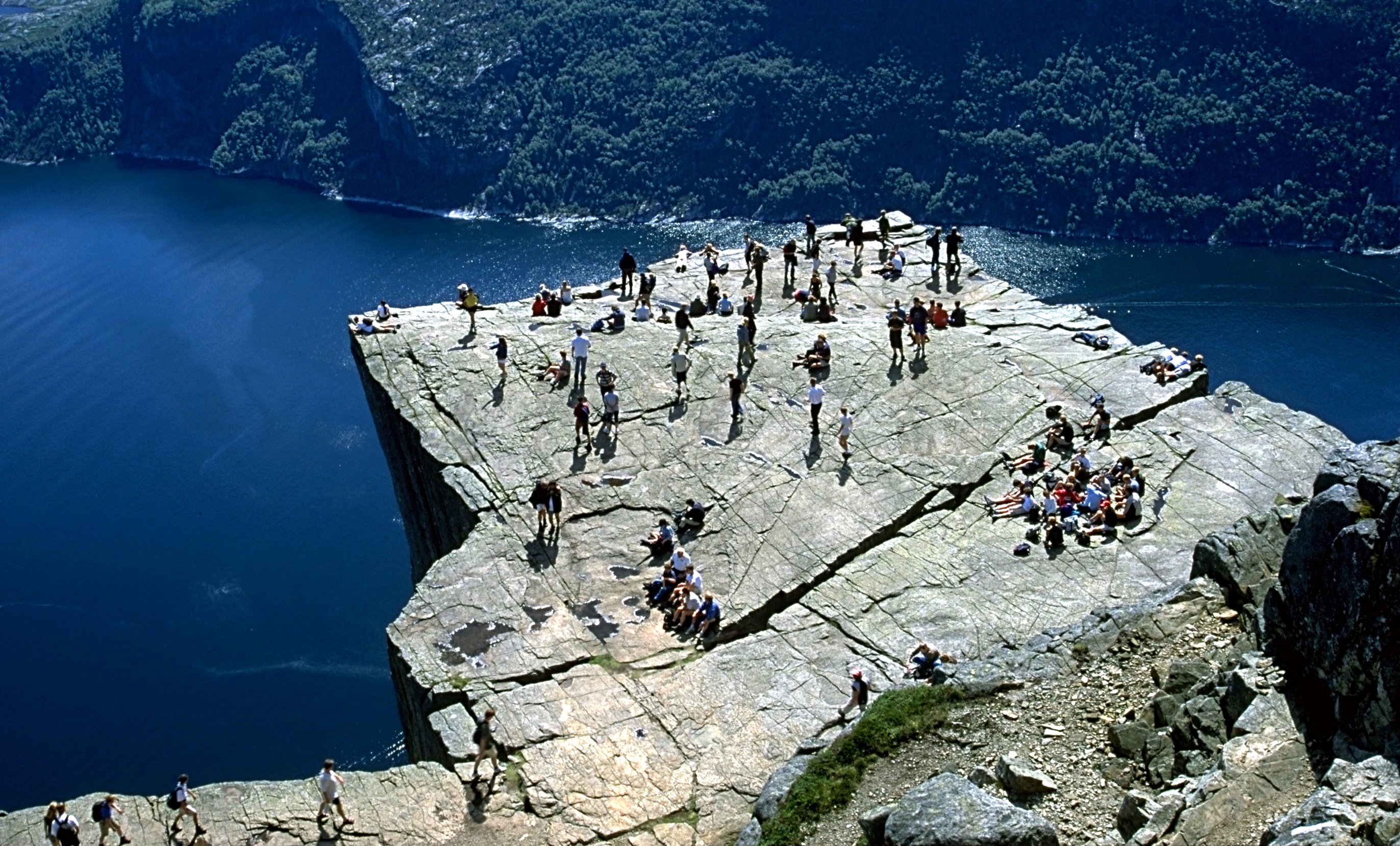 yosemite map google with File Preikestolen on File marmotaflaviventris 3268 further Hiking Clouds Rest together with 361836151283008865 besides 13952671 together with Downtown Merced.