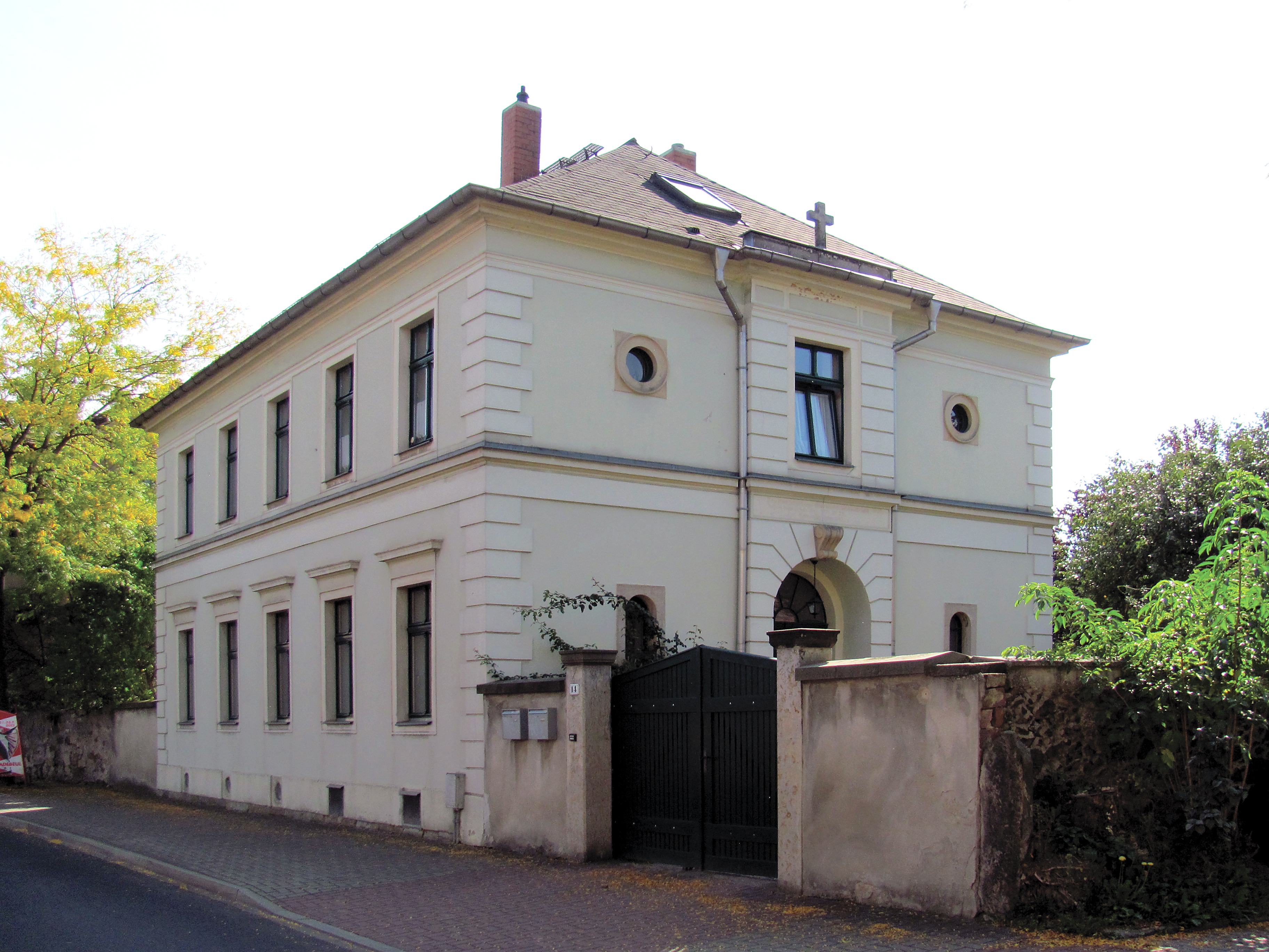Nebenschulgebäude Kötzschenbroda   Mapio.net