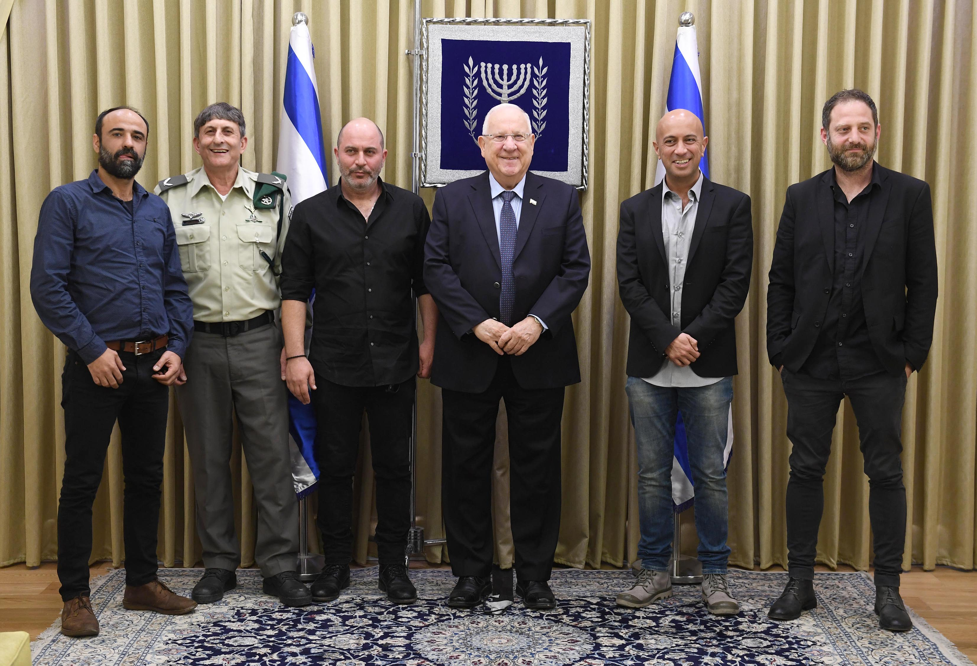 File:Reuven Rivlin with the personal of the Israeli