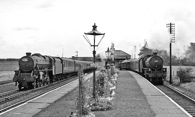 Salwick_1_railway_station_2059854_7f01ffe1.jpg