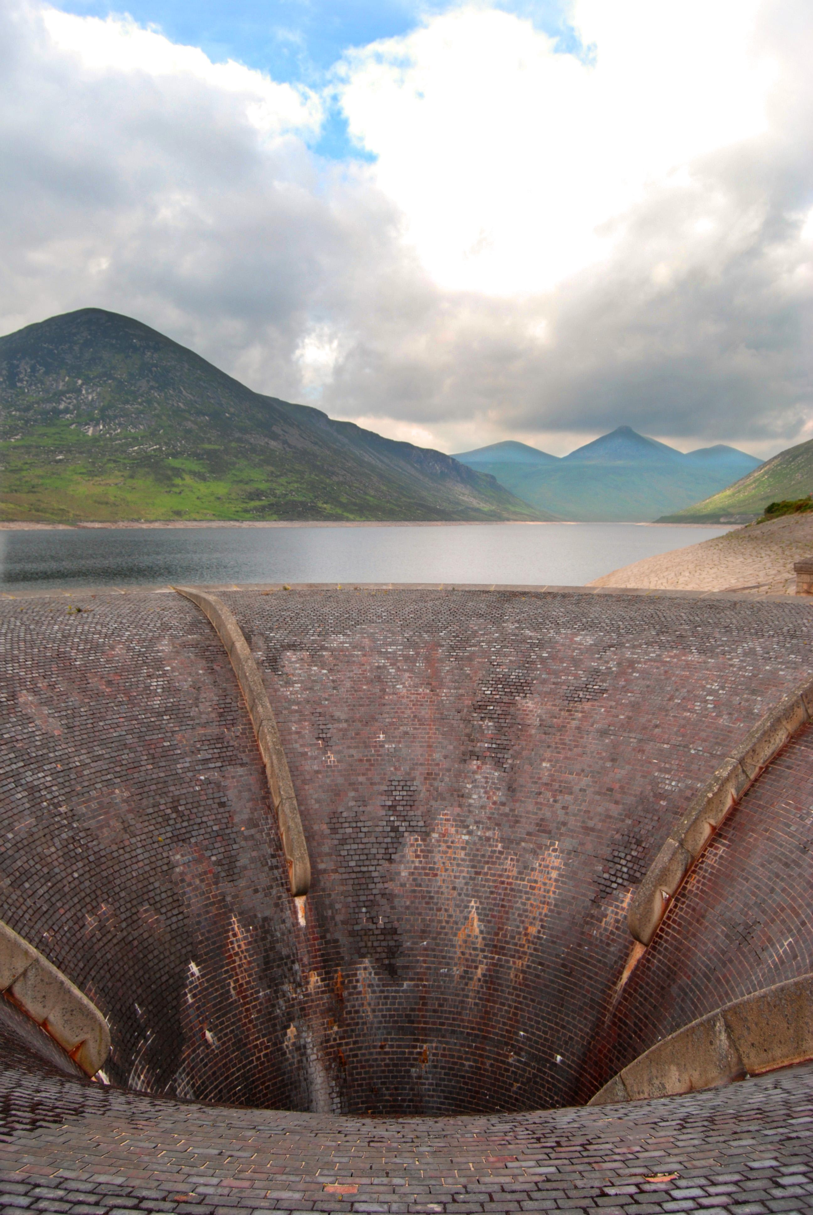 file silent valley reservoir bell mouth spillway jpg wikimedia