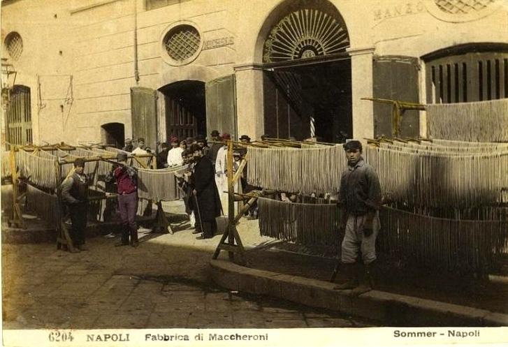 Sommer, Giorgio (1834-1914) - n. 6204 - Napoli - Fabbrica di maccheroni