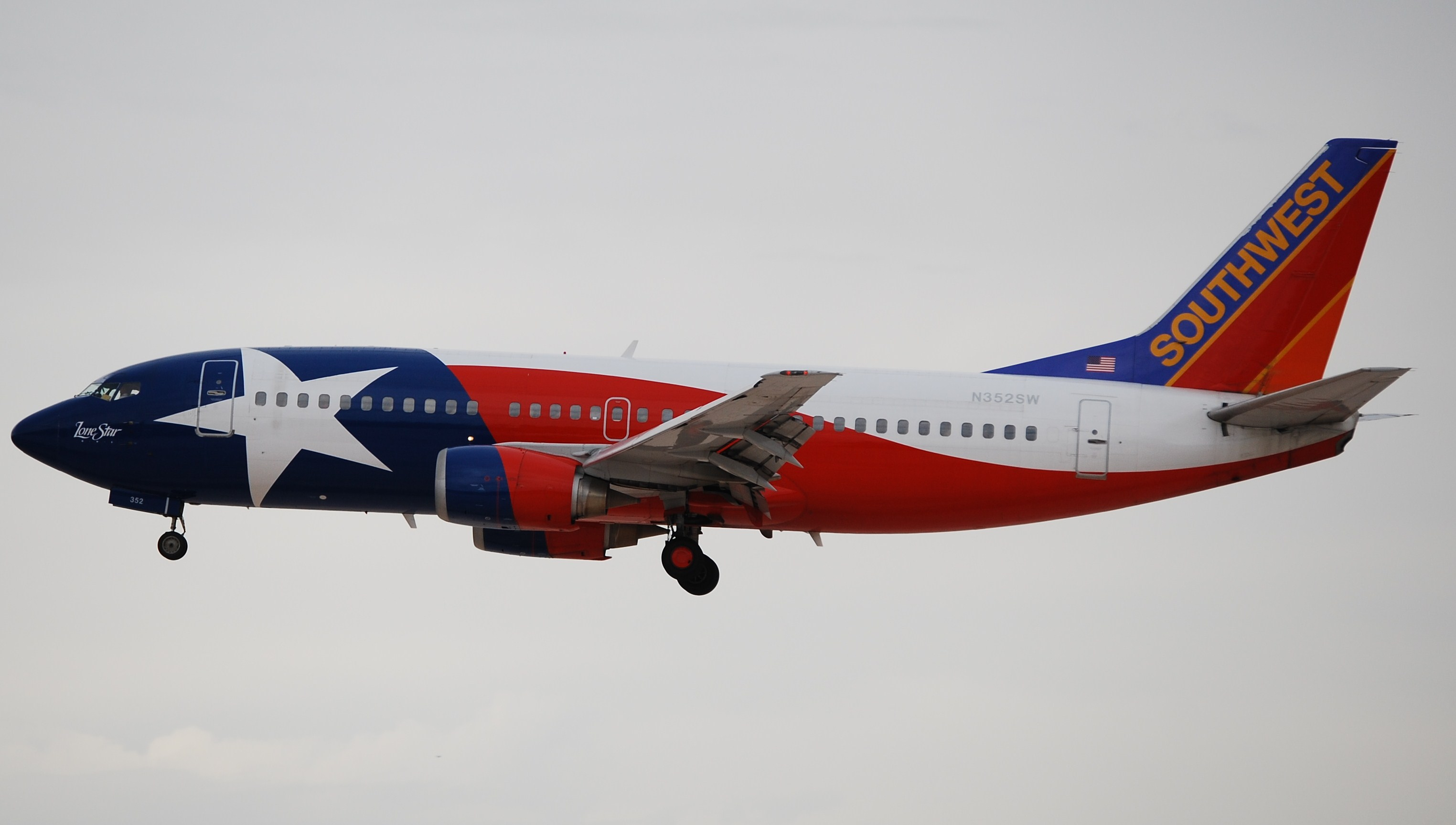 Star Of Texas >> File:Southwest Airlines, Boeing 737-300 (Texas Lone Star Livery), N352SW.jpg - Wikimedia Commons