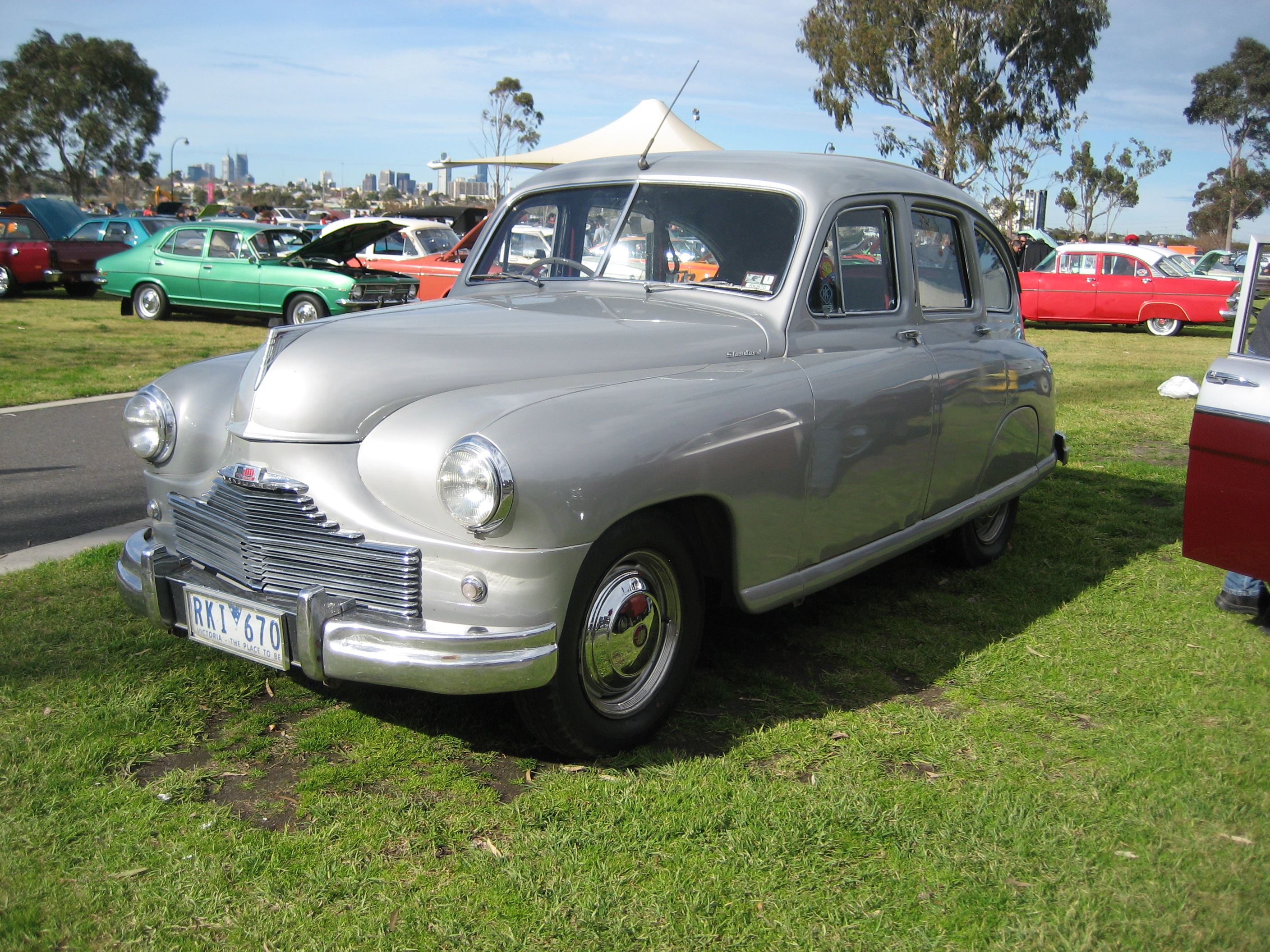 File:Standard Vanguard Phase 1 Saloon.jpg - Wikimedia Commons