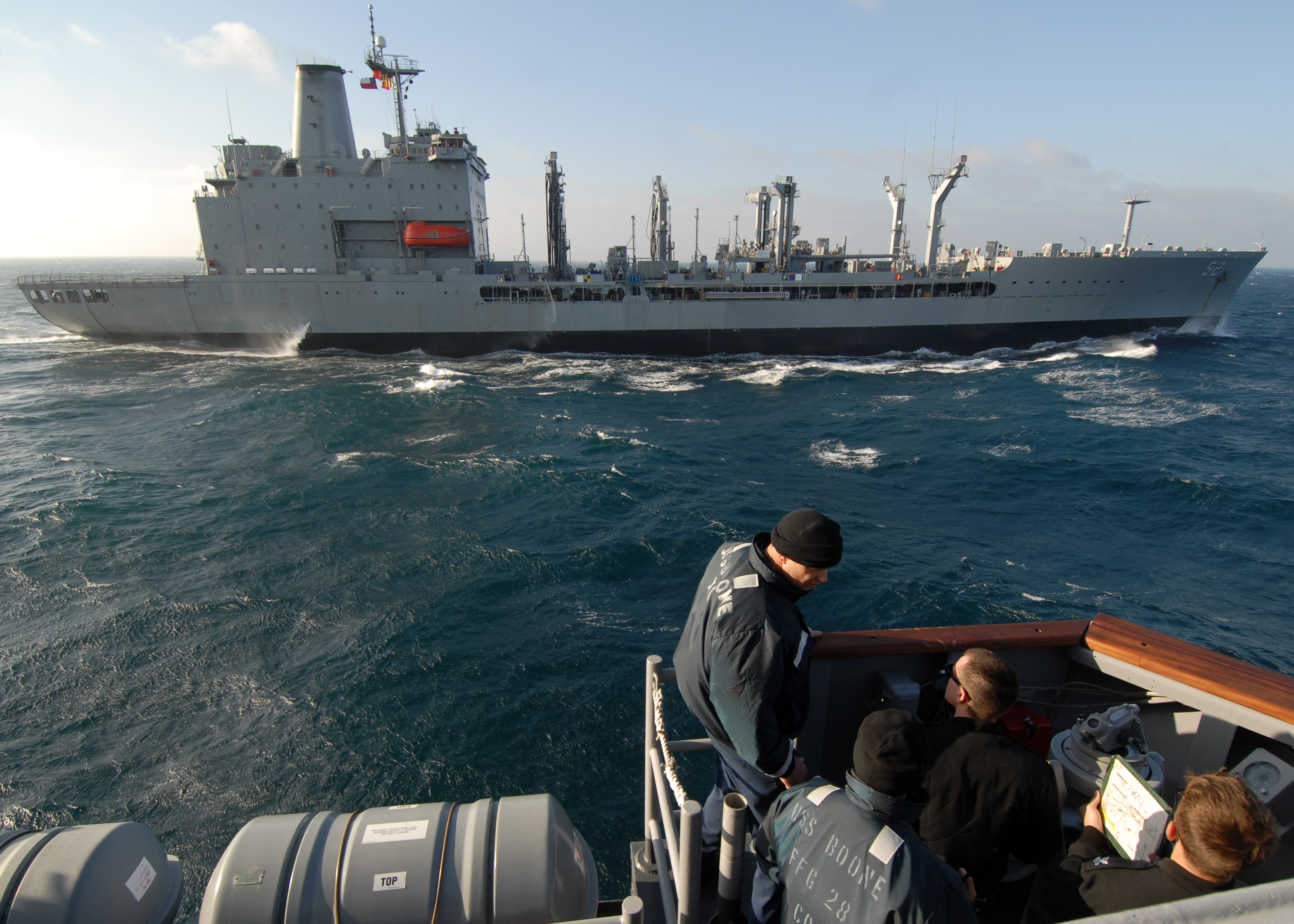 US Navy 110623-N-ZI300-025 Lt. Cmdr. Robert Speight, executive officer of the guided-missile frigate USS Boone (FFG 28), passes orders as the Chile.jpg