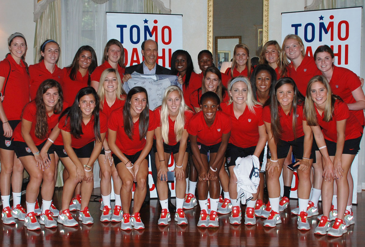 fileunited states u20 womens soccer team posing with