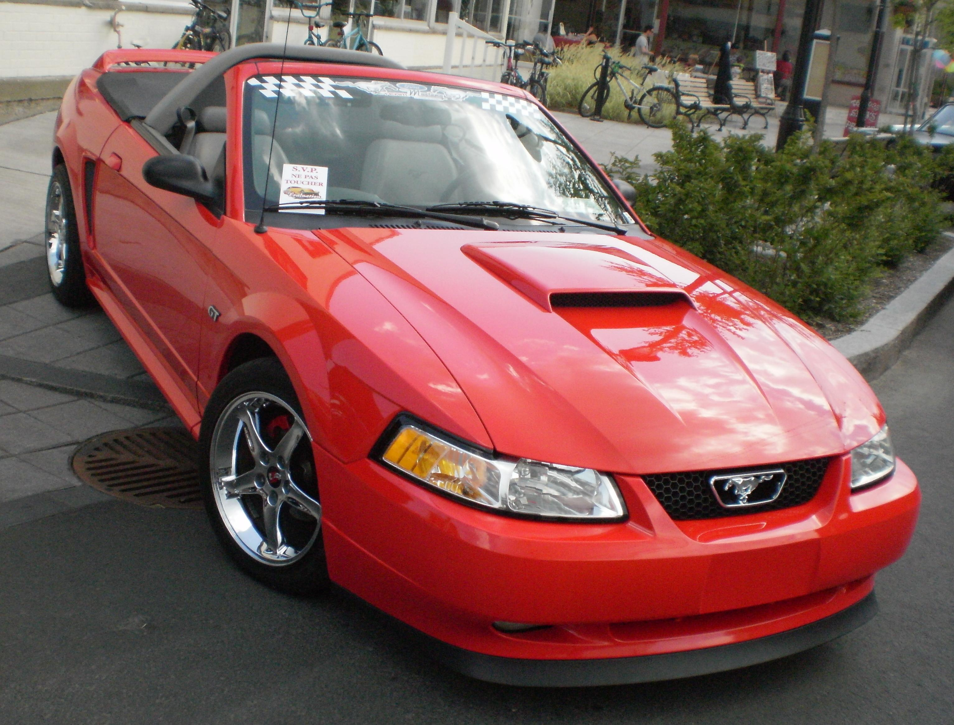 File 00 Ford Mustang Gt Convertible Cruisin At The