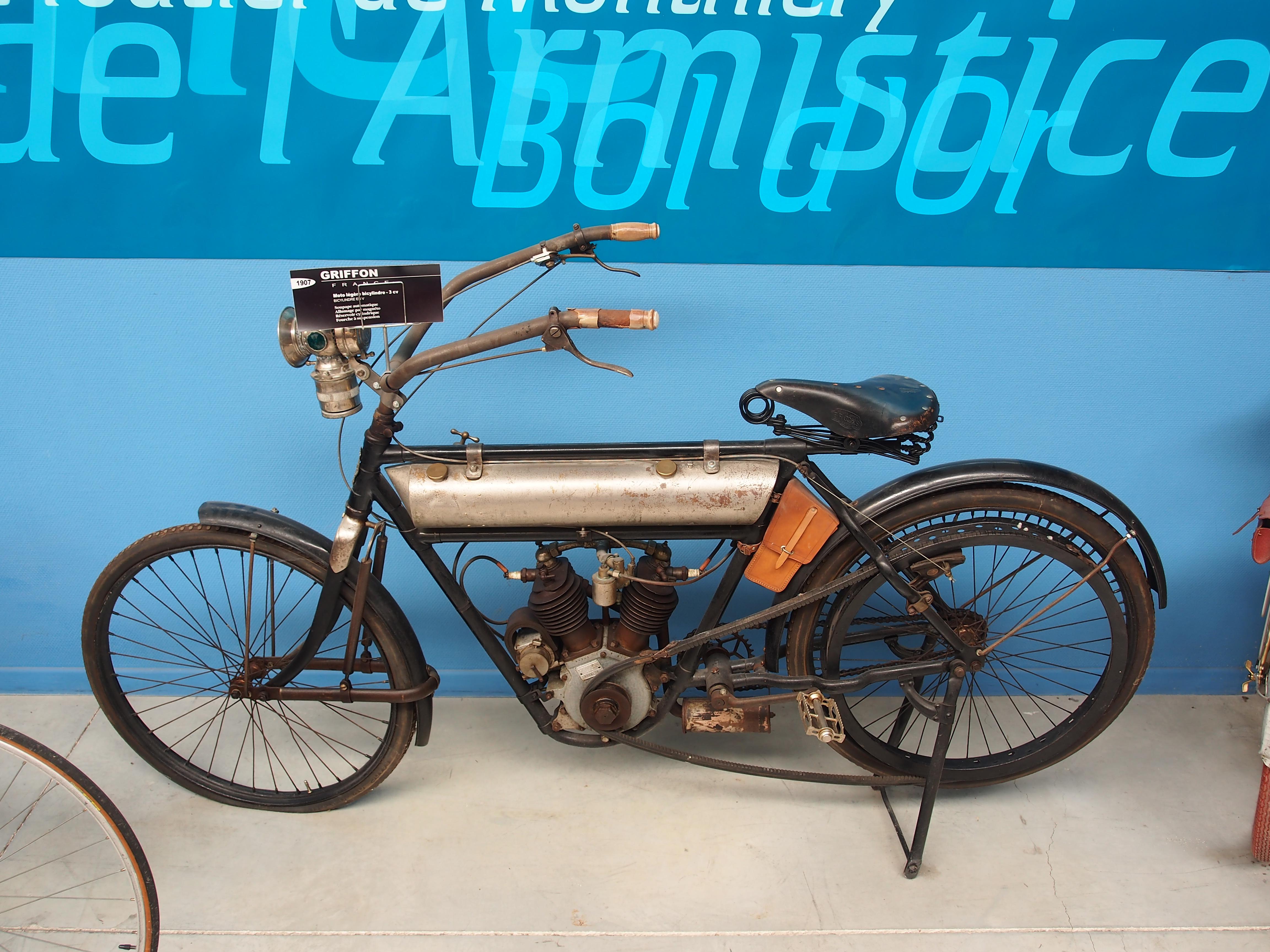 file 1907 griffon 3cv  mus u00e9e de la moto et du v u00e9lo  amneville  france  pic-001 jpg