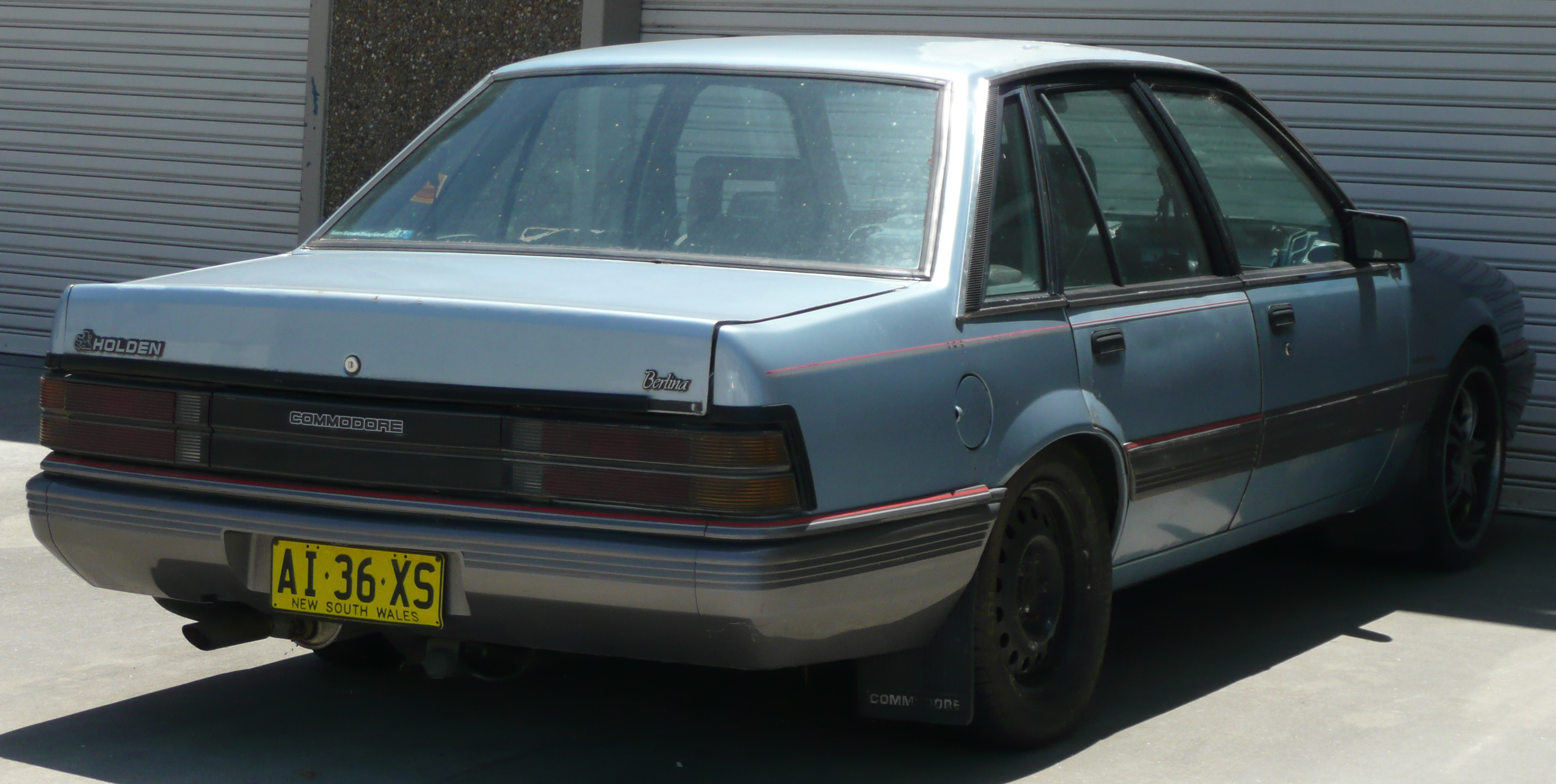 1986 Holden Vl: File:1986-1988 Holden VL Commodore Berlina Sedan 02.jpg