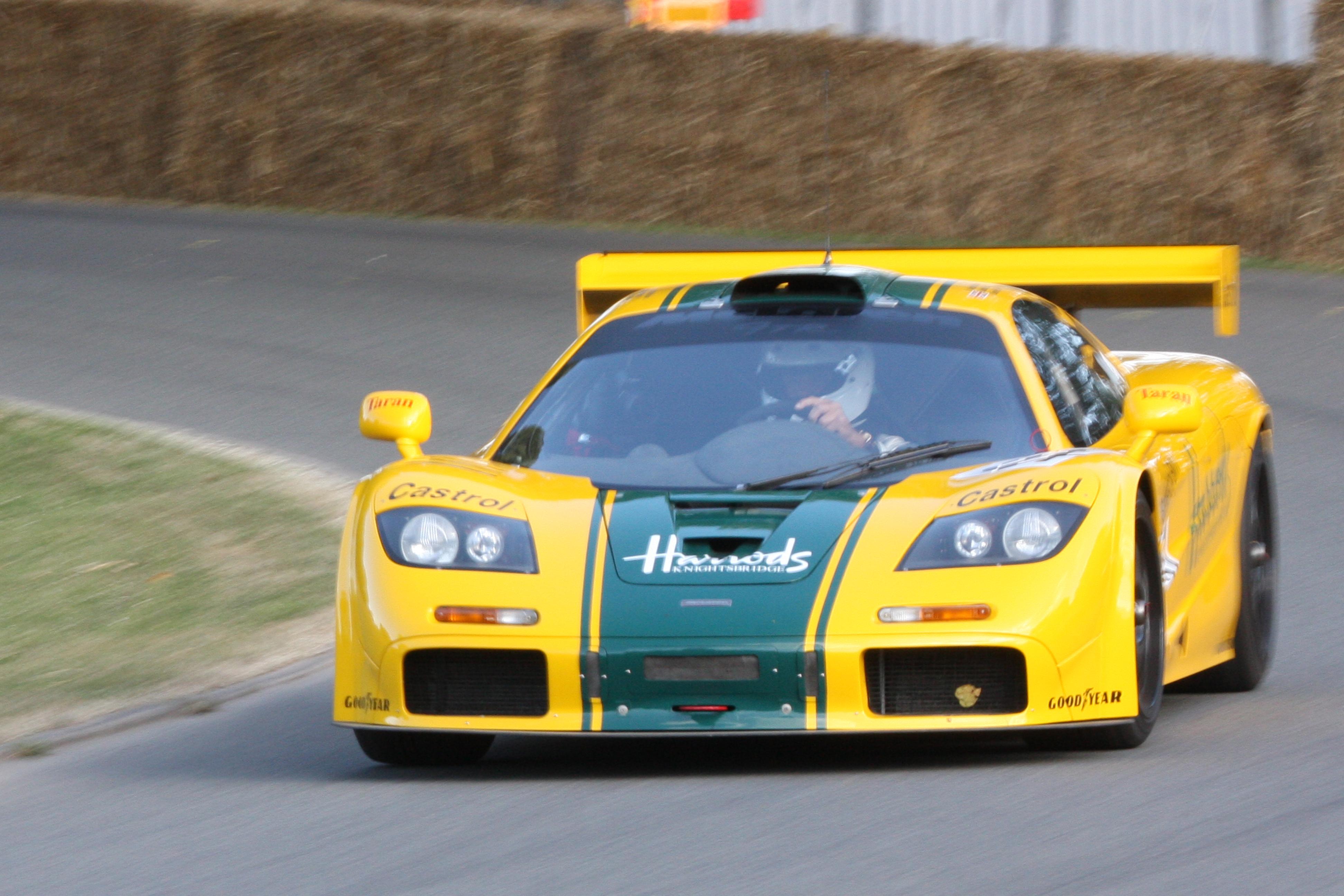 https://upload.wikimedia.org/wikipedia/commons/6/67/1995_McLaren-BMW_F1_GTR_-_Flickr_-_exfordy.jpg
