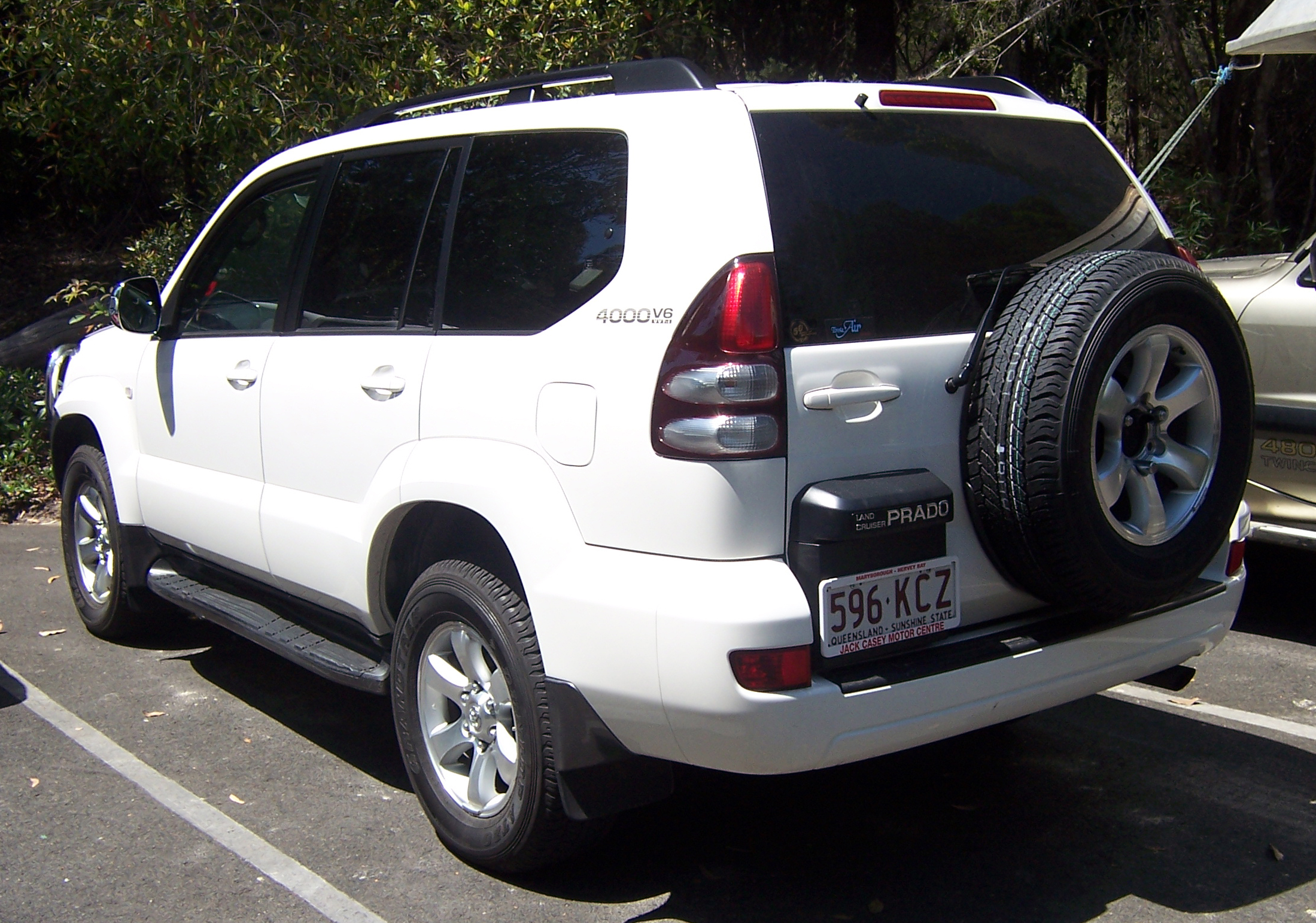 Description 2003-2007 Toyota Land Cruiser Prado (GRJ120R) 03.jpg