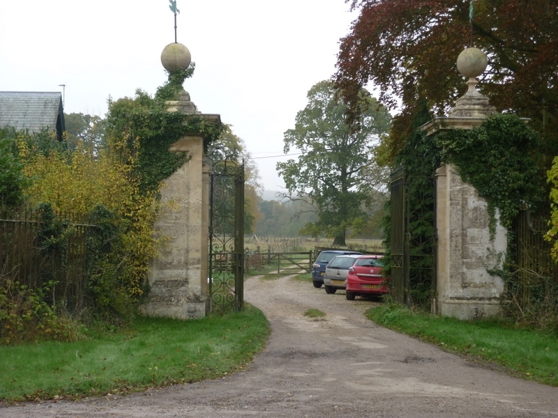 A entrance to Londesborough Park on Intake Hill (geograph 2137836)