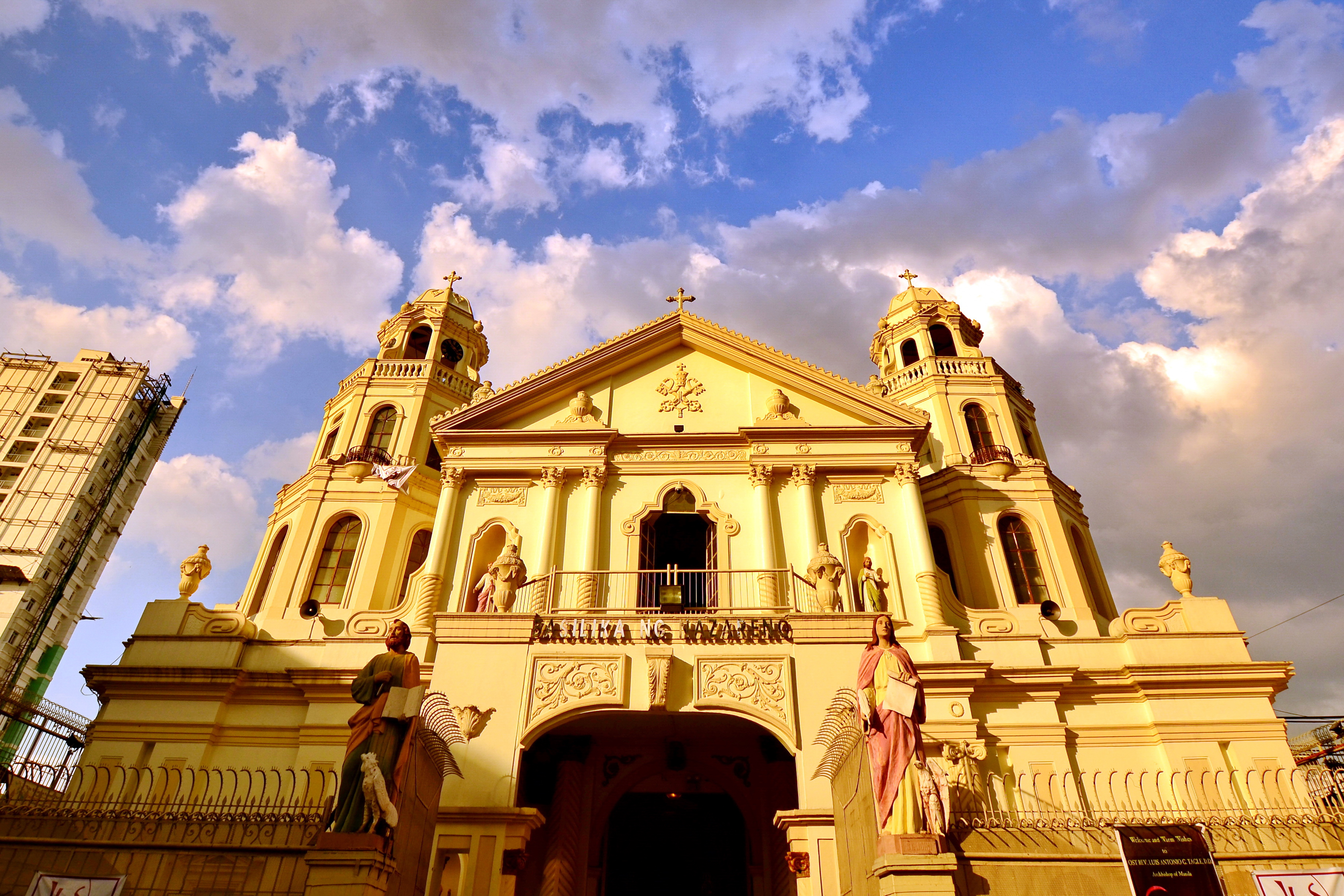 quiapo Quiapo has everything you could ever need if you want to see a real slice of life of filipino daily life and now it's on an easily accessible tour join us as we walk through alleyways and side street markets through the trading and bargaining mecca for the citizens of manila.