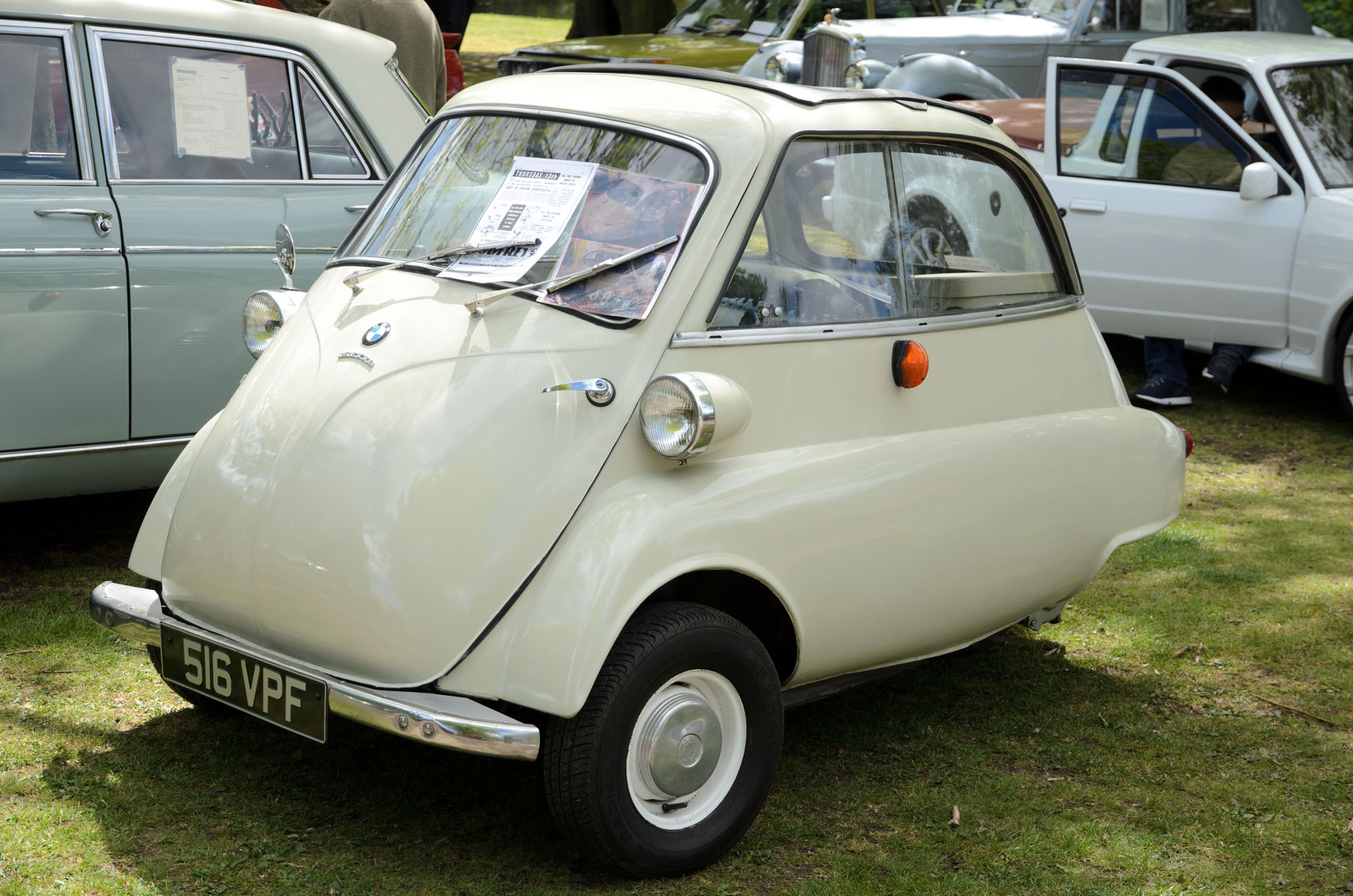 File:BMW Isetta 300 (1961) at Astley Park Classic Car Show ...