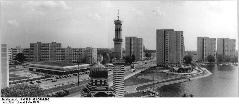 Bundesarchiv Bild 183-1983-0514-302, Potsdam, Wilhelm-Külz-Straße.jpg