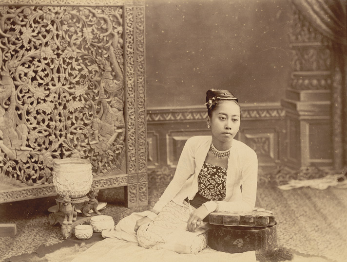 File:Burmese lady in traditional costume in the 1890s.jpg ...