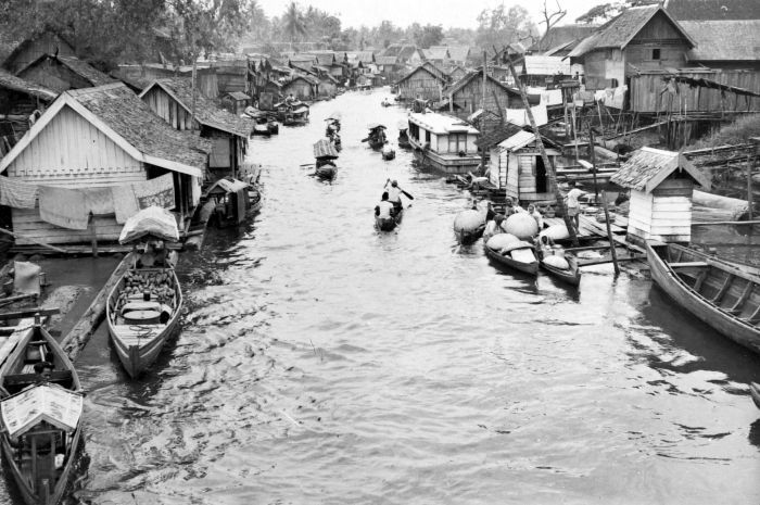 Rumah Lanting di Banjarmasin (difoto pada zaman pendudukan Belanda).