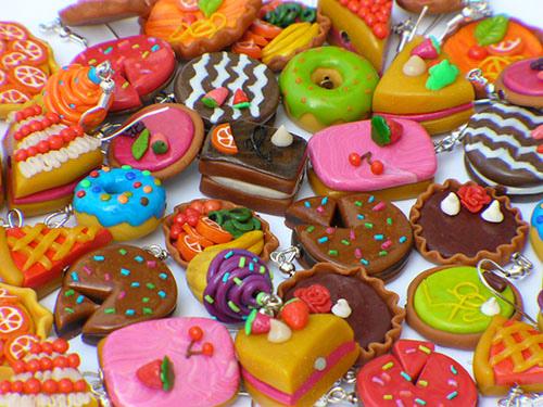 File:Cake-shaped earrings.jpg