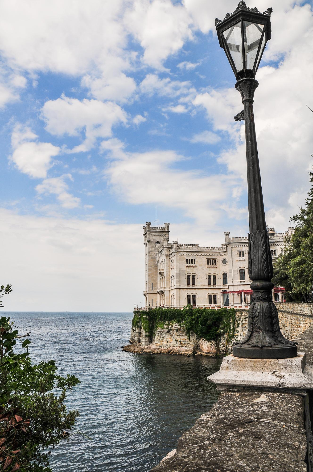Trieste Castello di Miramare Foto File:castello di Miramare